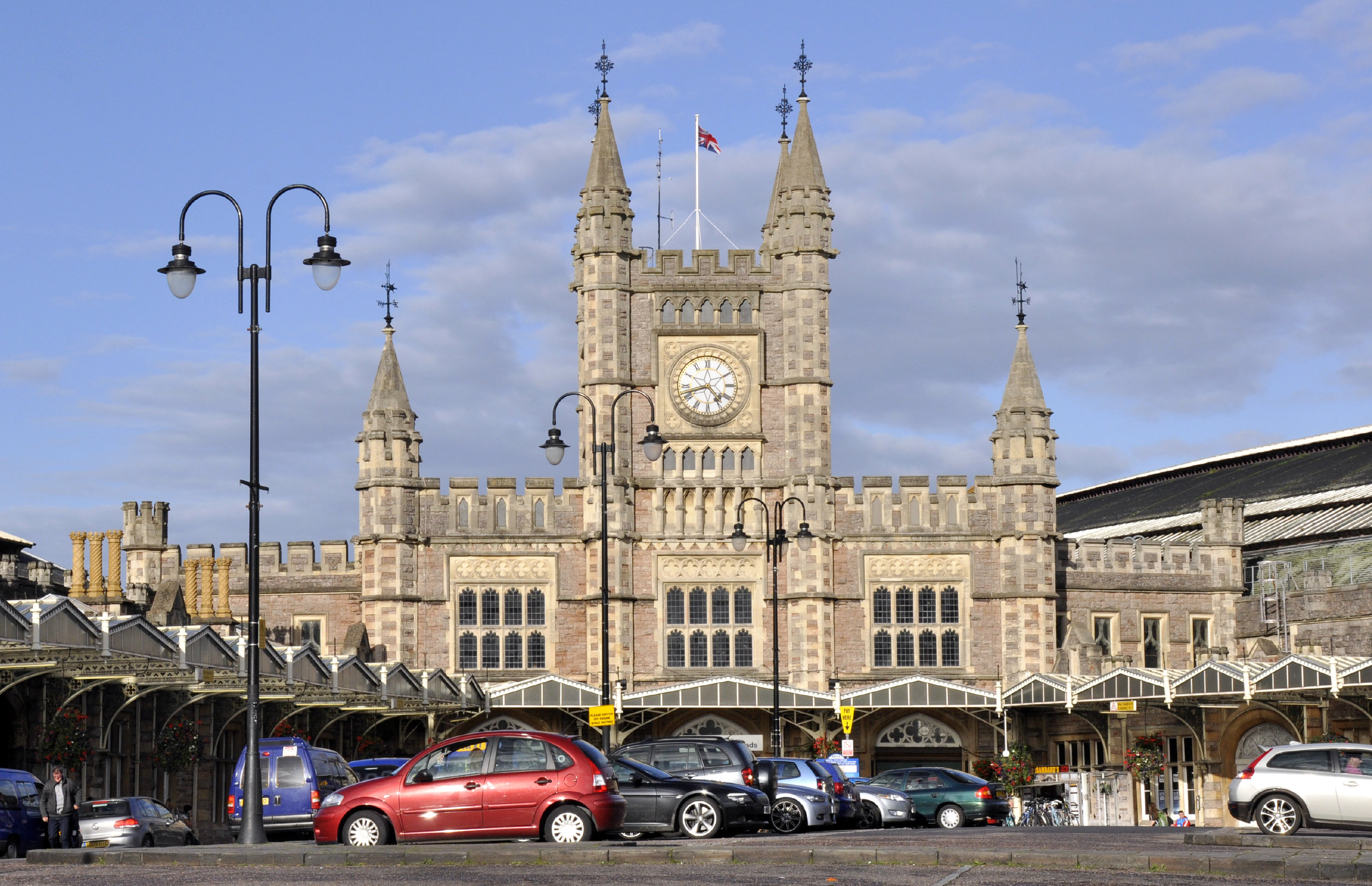 Bristol Temple Meads station ongoing. Photo © Alan Baxter. Click  here  for more info