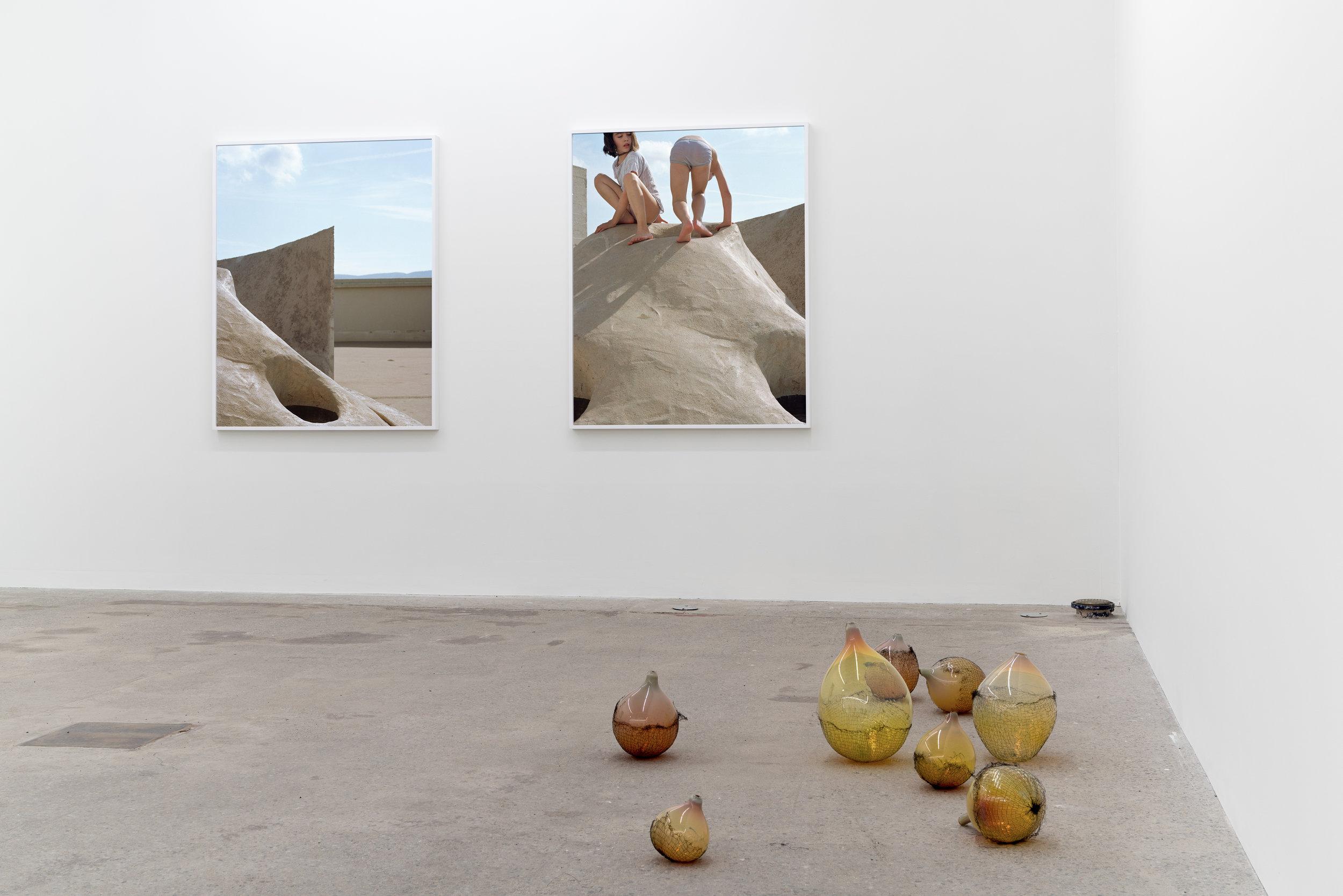 Lorna Bauer,  Tools for Idlers , 2018, exhibition view, Galerie Nicolas Robert, photo : Jean-Michael Seminaro