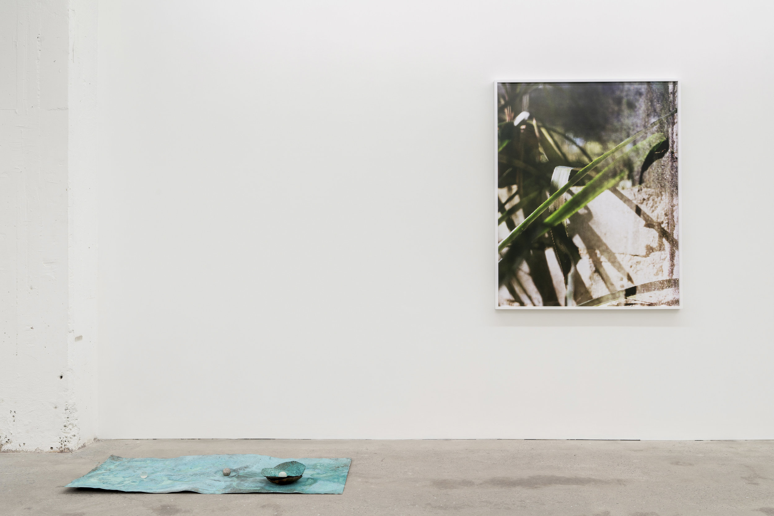 Lorna Bauer,  Tools for Idlers , 2018, exhibition view, Galerie Nicolas Robert, photo : Jean-Michael Seminaro