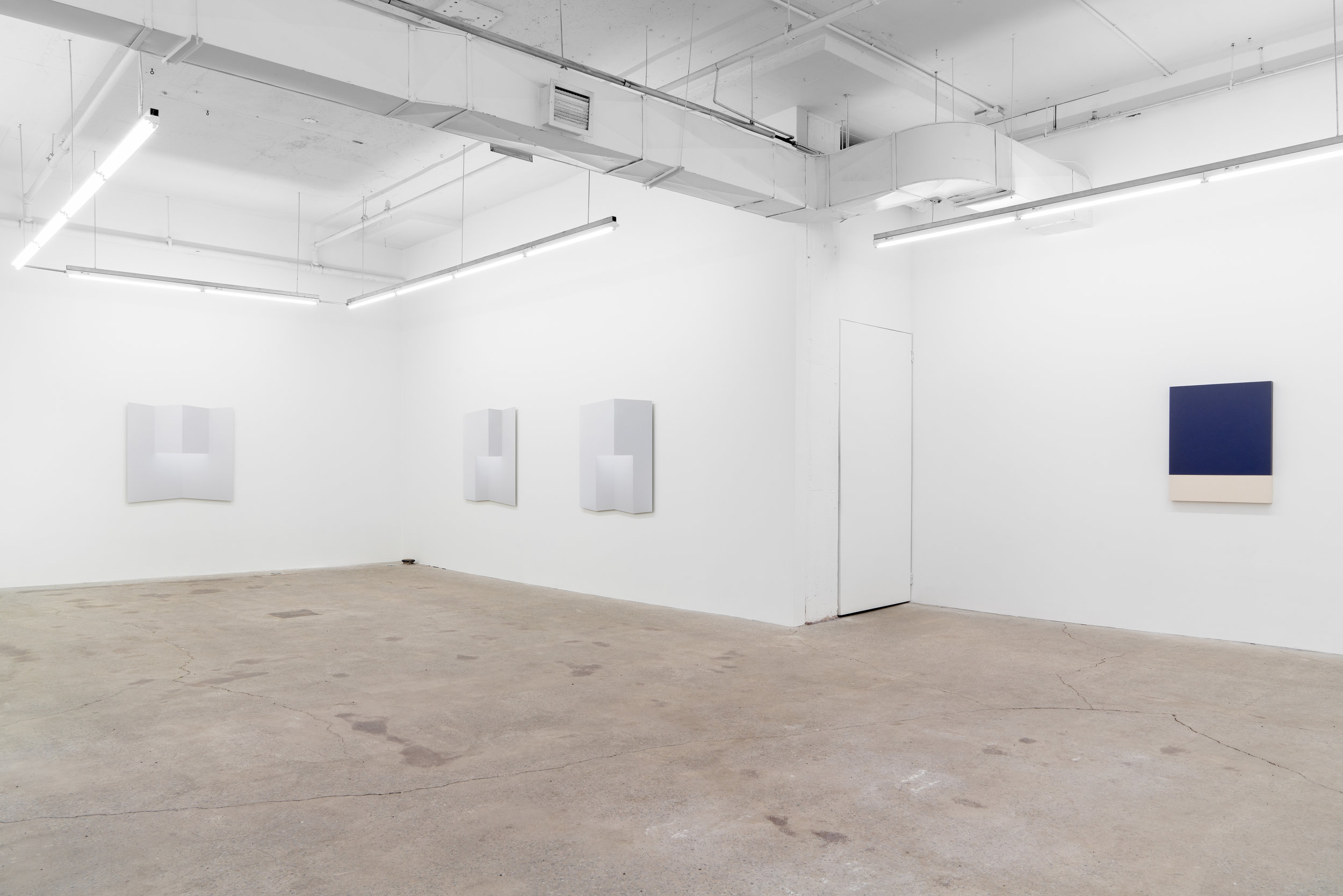 Caroline Cloutier,  Pliages , 2018, exhibition view, Galerie Nicolas Robert, photo : Jean-Michael Seminaro