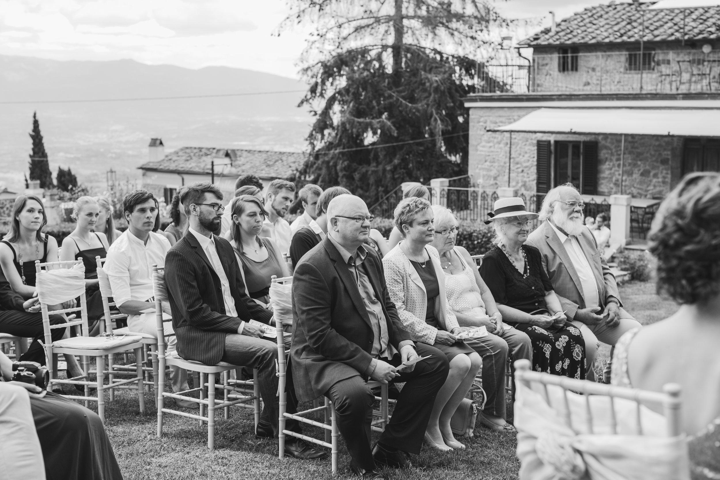 Gäste bei der Trauung