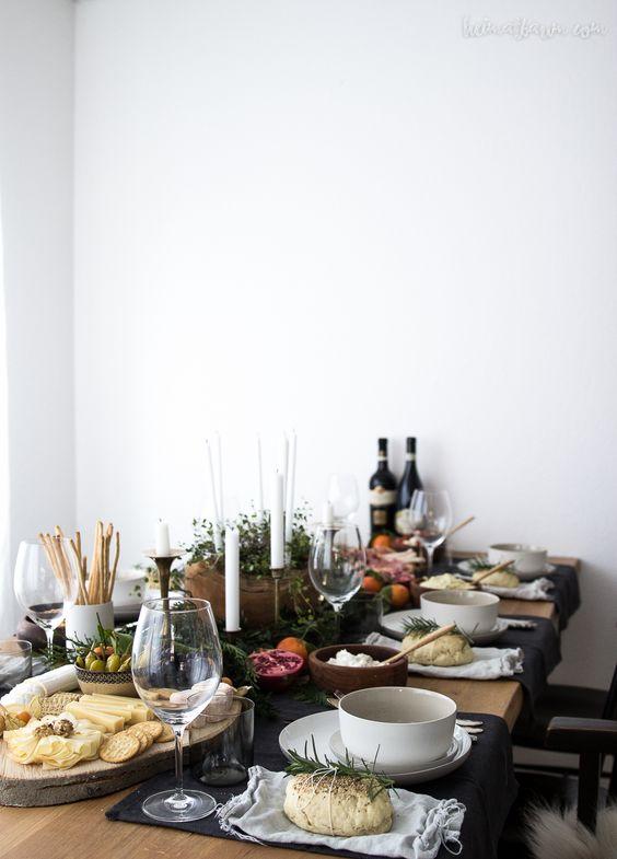 Happy Table Kopie.jpg