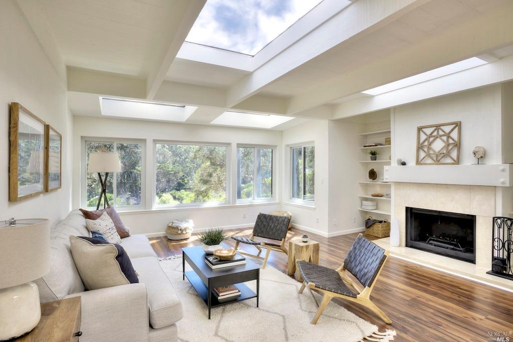 SOLD - 67 Lincoln Dr, Sausalito3bed/2.5bath, 1824 sf$1,028,000Represented SellersMultiple offers, 30 day close