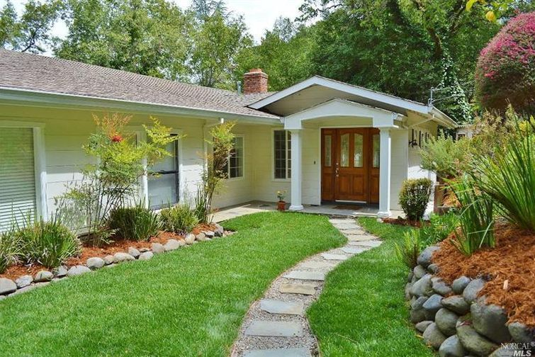 SOLD - 105 Spring Grove Ave, San Anselmo, CA4 bed/ 3 bath, 2383 sf$933,000Represented Buyers