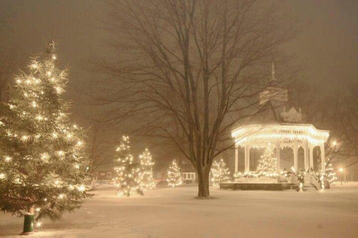 Chardon Square Christmas.jpg