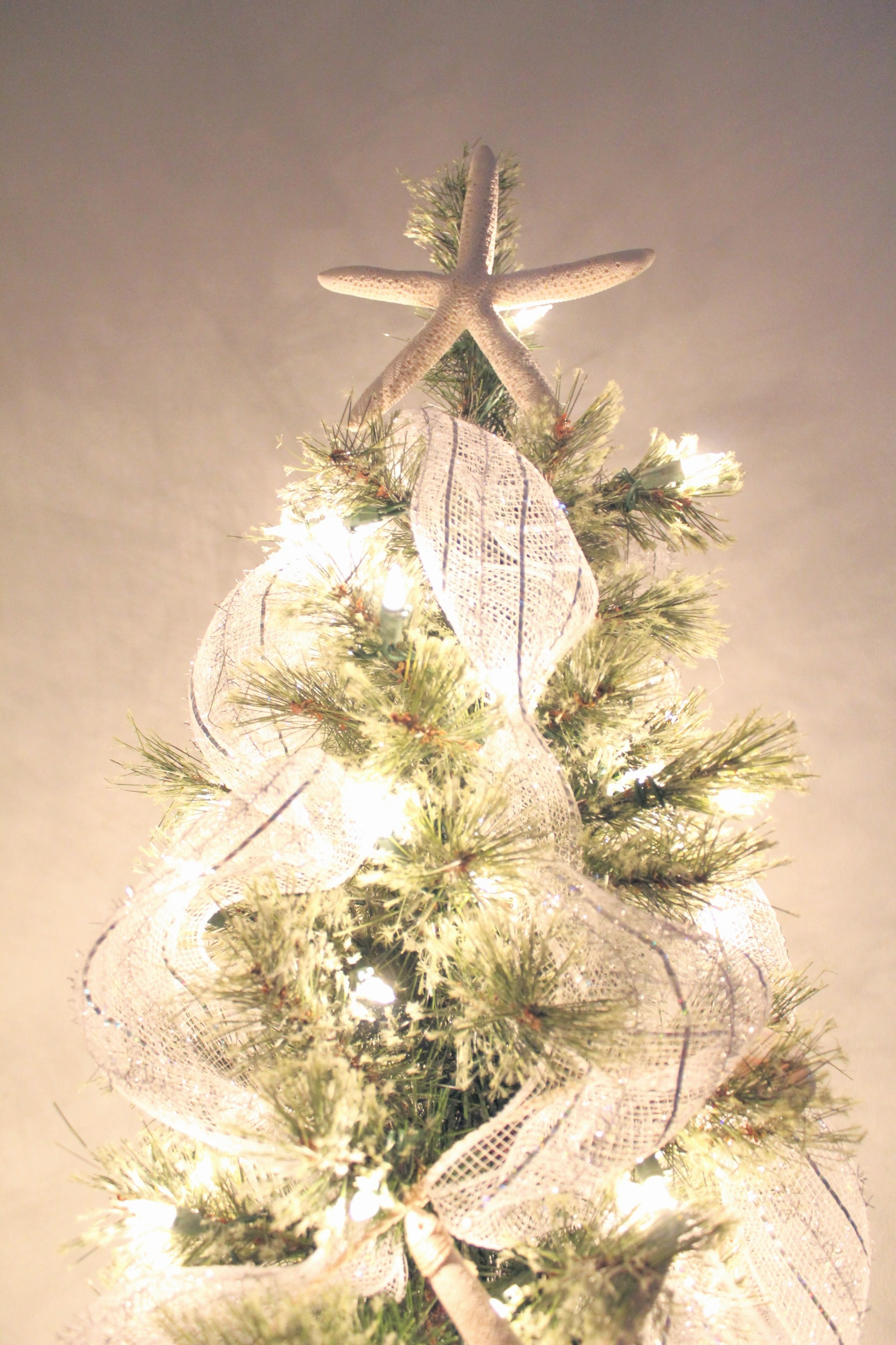 Make Your Christmas Tree Look Like a Million Bucks on a Budget | House Full of Summer blog - christmas tree styling, how to decorate a christmas tree, christmas tree tips, ideas, holiday decor, coastal home and lifestyle, diy christmas tips