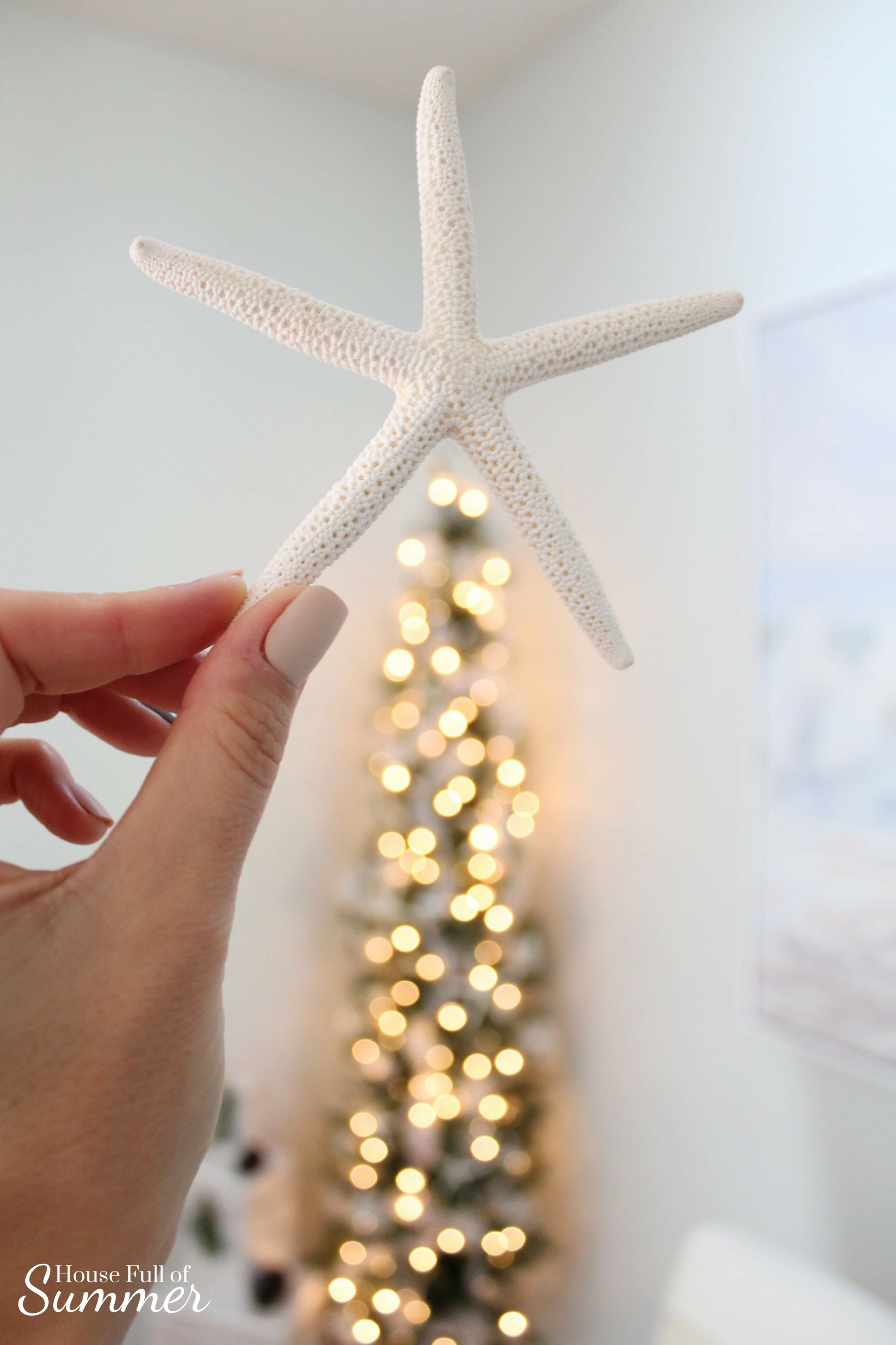 Christmas Home Tour | House Full of Summer blog hop - Cheerful Christmas Home Tourcoastal christmas neutral christmas decor, holiday home tour, florida christmas, starfish christmas decor, bokeh christmas lights