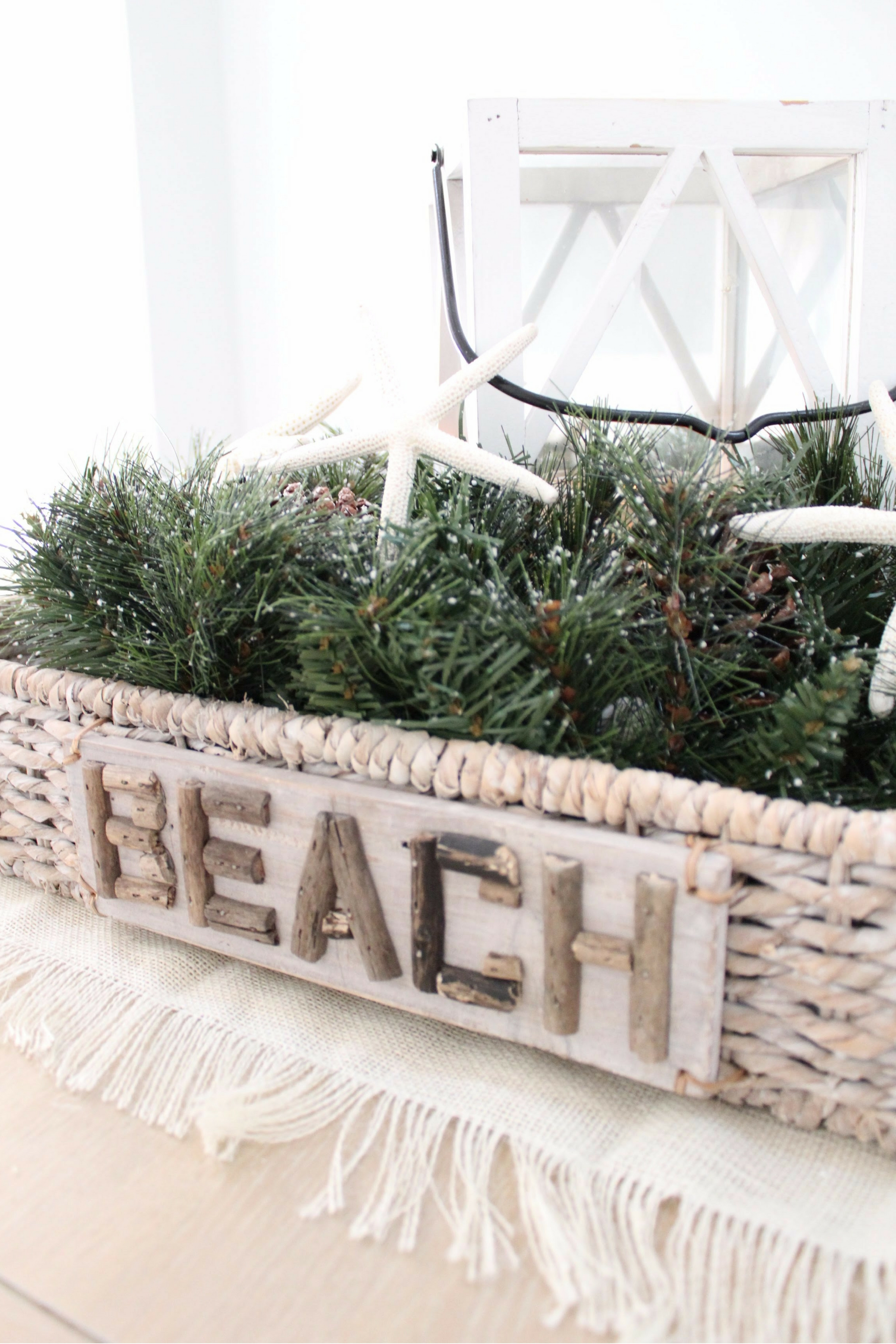 Christmas Home Tour | House Full of Summer blog hop - Cheerful Christmas Home Tourcoastal christmas neutral christmas decor, holiday home tour, florida christmas