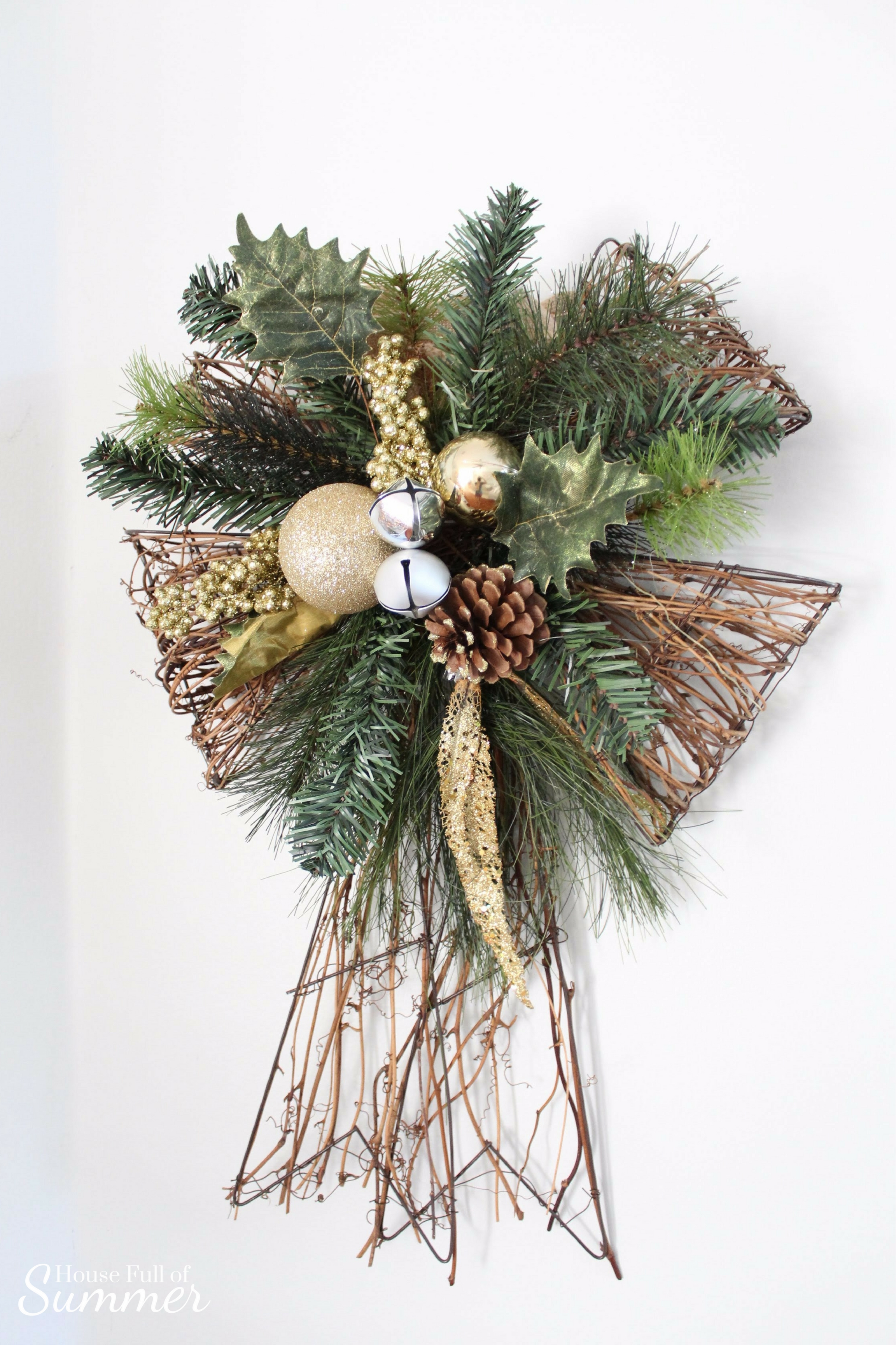 Christmas Home Tour | House Full of Summer blog hop - Cheerful Christmas Home Tourcoastal christmas neutral christmas decor, holiday home tour, florida christmas, diy christmas dedcor, upcycled