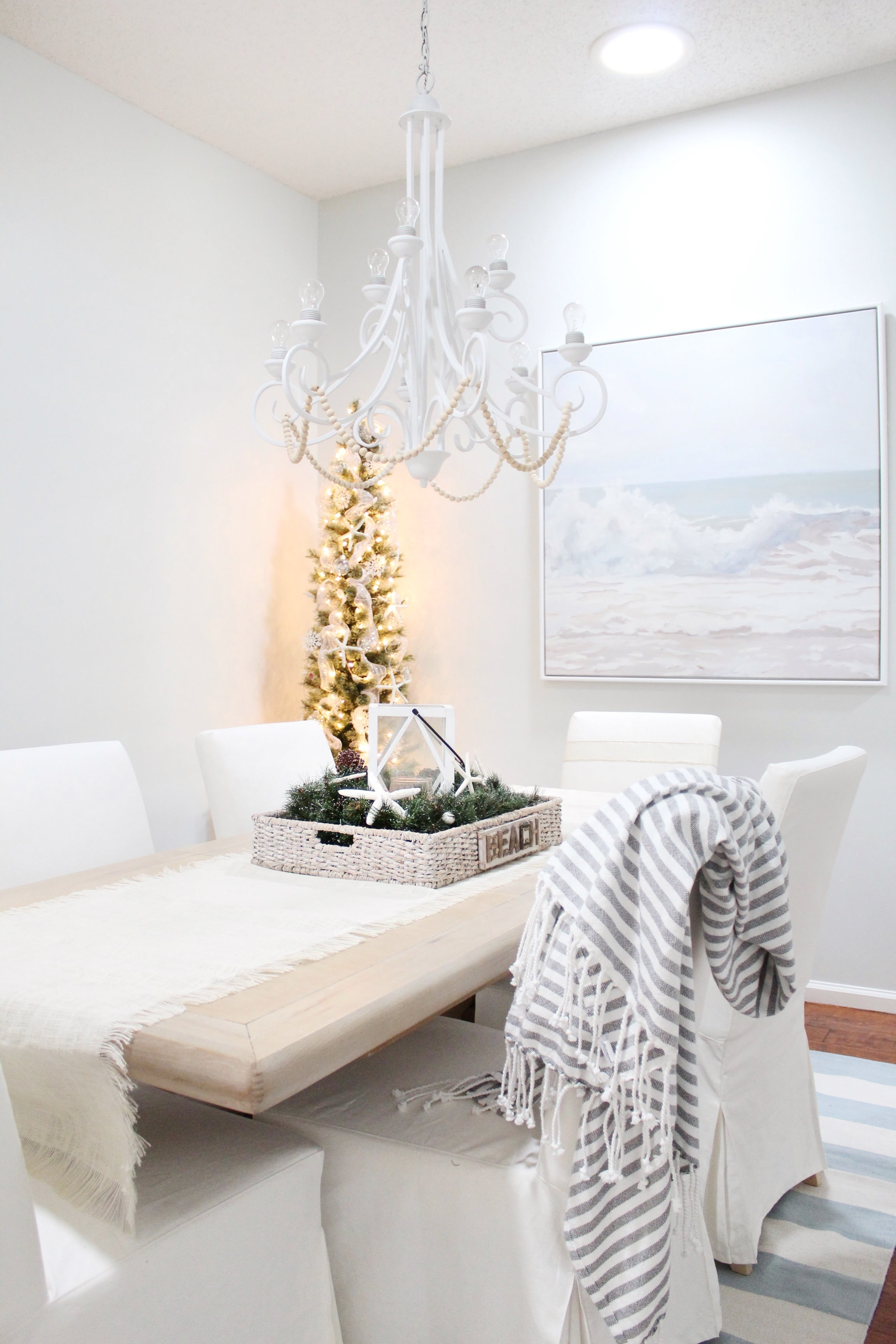 Christmas Home Tour | House Full of Summer blog hop - Cheerful Christmas Home Tourcoastal christmas neutral christmas decor, holiday home tour, florida christmas, solar tube, sky tunnel, natural lighting, sky light