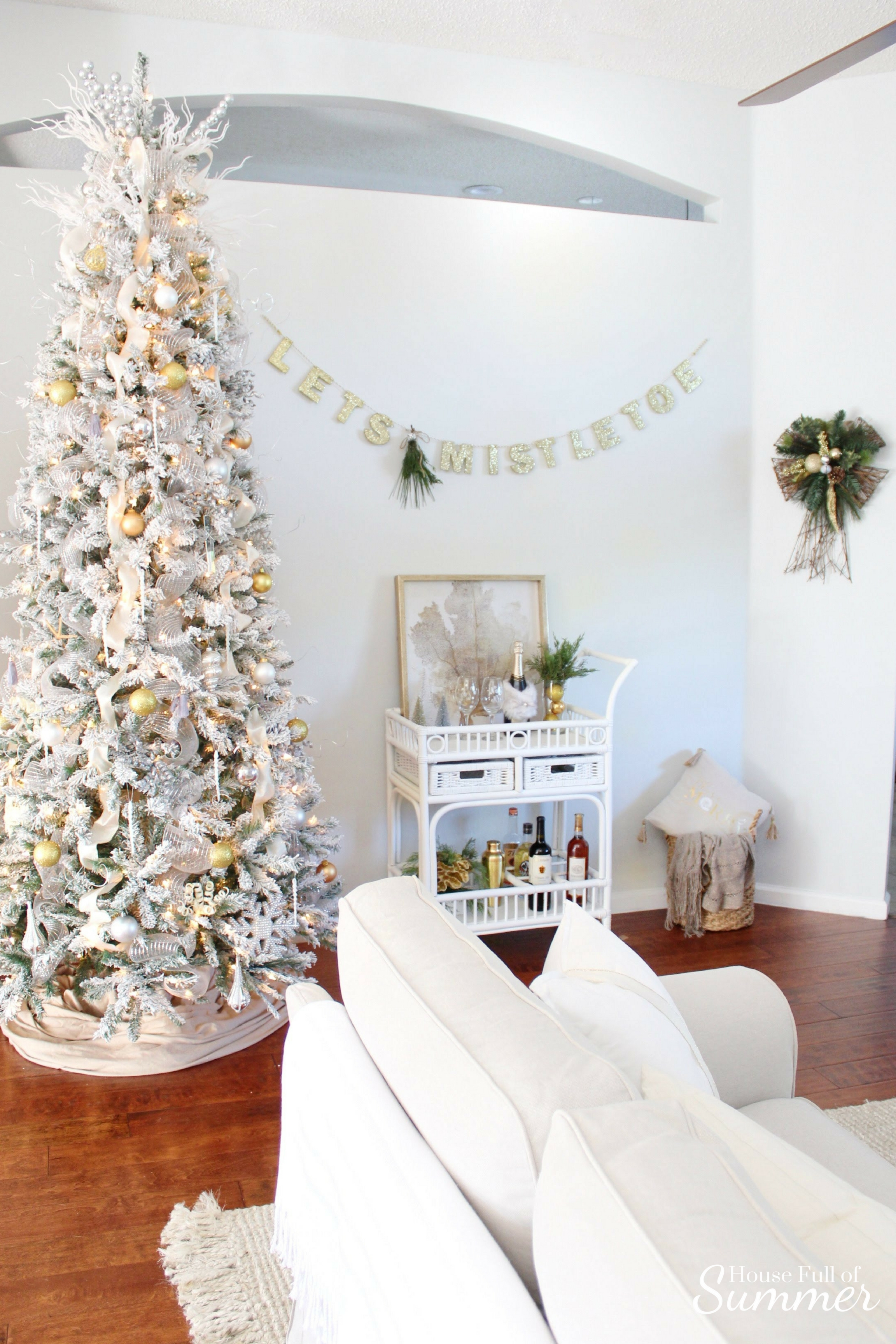 Christmas Home Tour | House Full of Summer blog hop - Cheerful Christmas Home Tourcoastal christmas neutral christmas decor, holiday home tour, florida christmas, white bar cart, gold glam christmas decor, let's mistletoe garland, elegant white and gold neutral Christmas decor, beachy Christmas, beach house ocean
