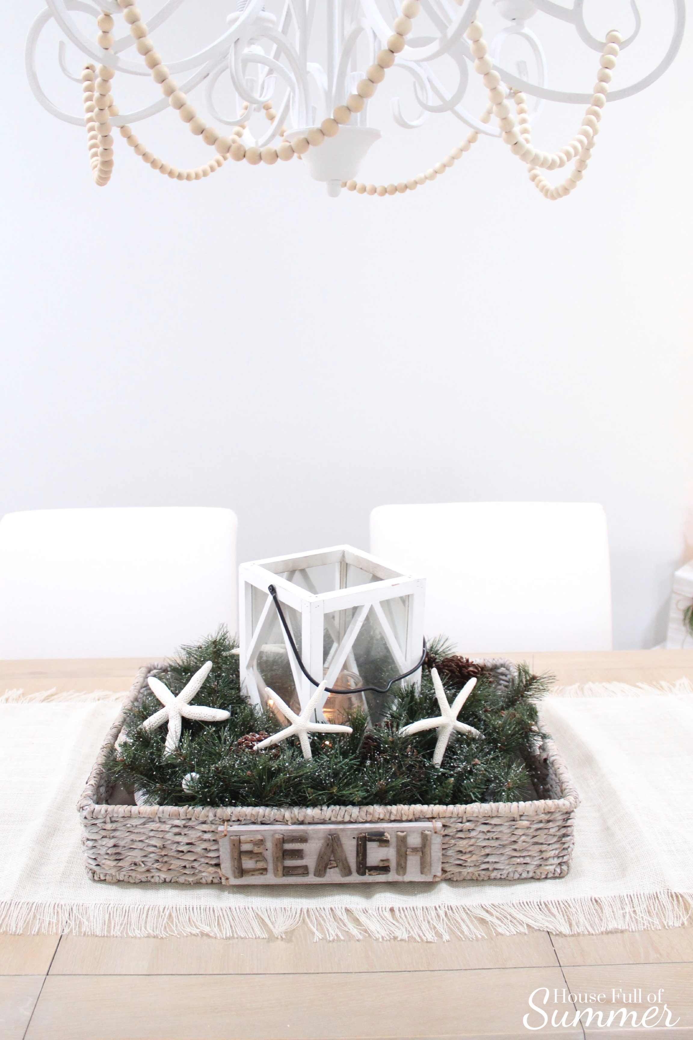 Christmas Home Tour | House Full of Summer blog hop - Cheerful Christmas Home Tourcoastal christmas neutral christmas decor, holiday home tour, florida christmas, dining room centerpiece, table decor