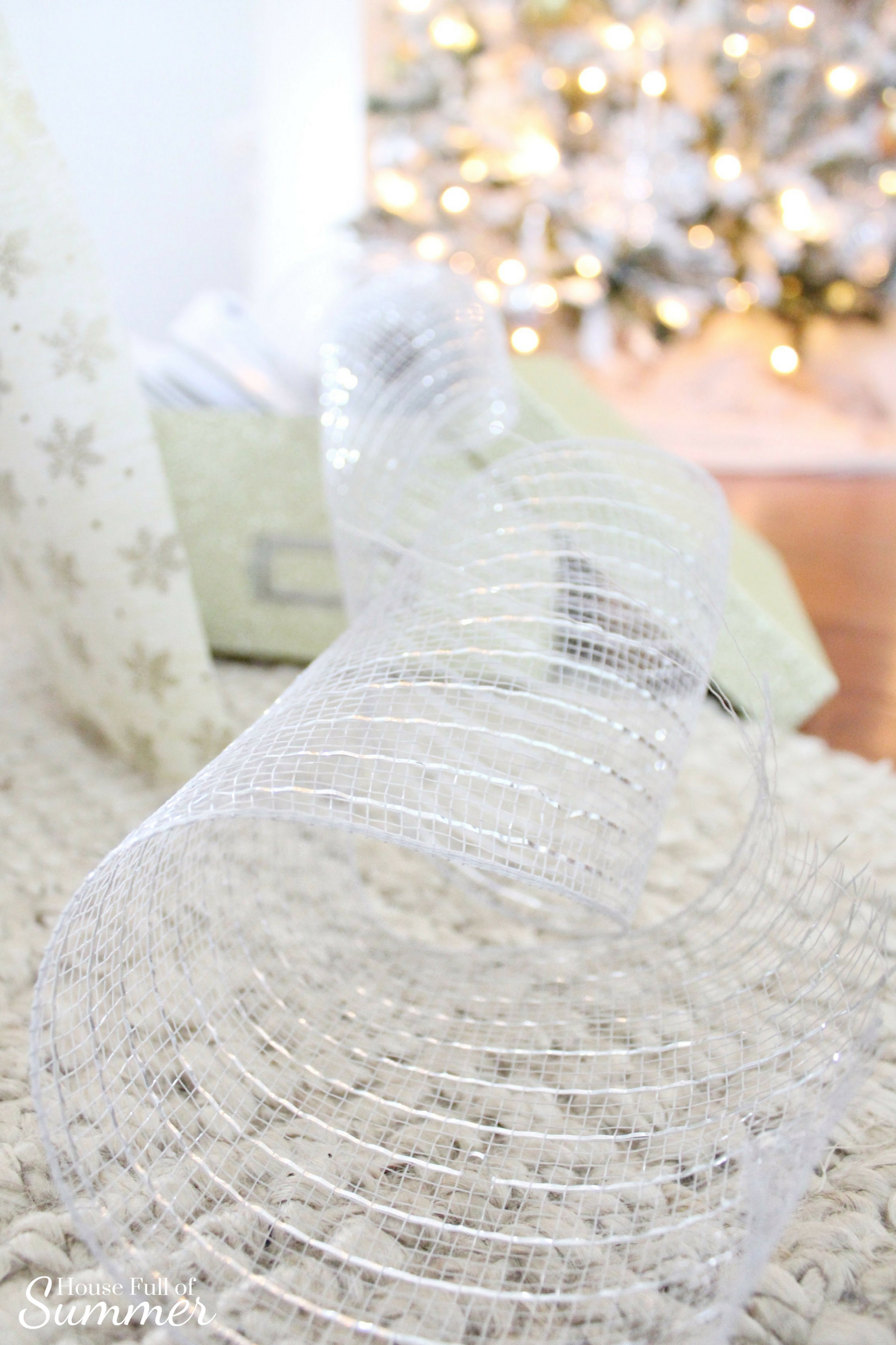Christmas Home Tour | House Full of Summer blog hop - Cheerful Christmas Home Tourcoastal christmas neutral christmas decor, holiday home tour, florida christmas, gift wrapping ideas