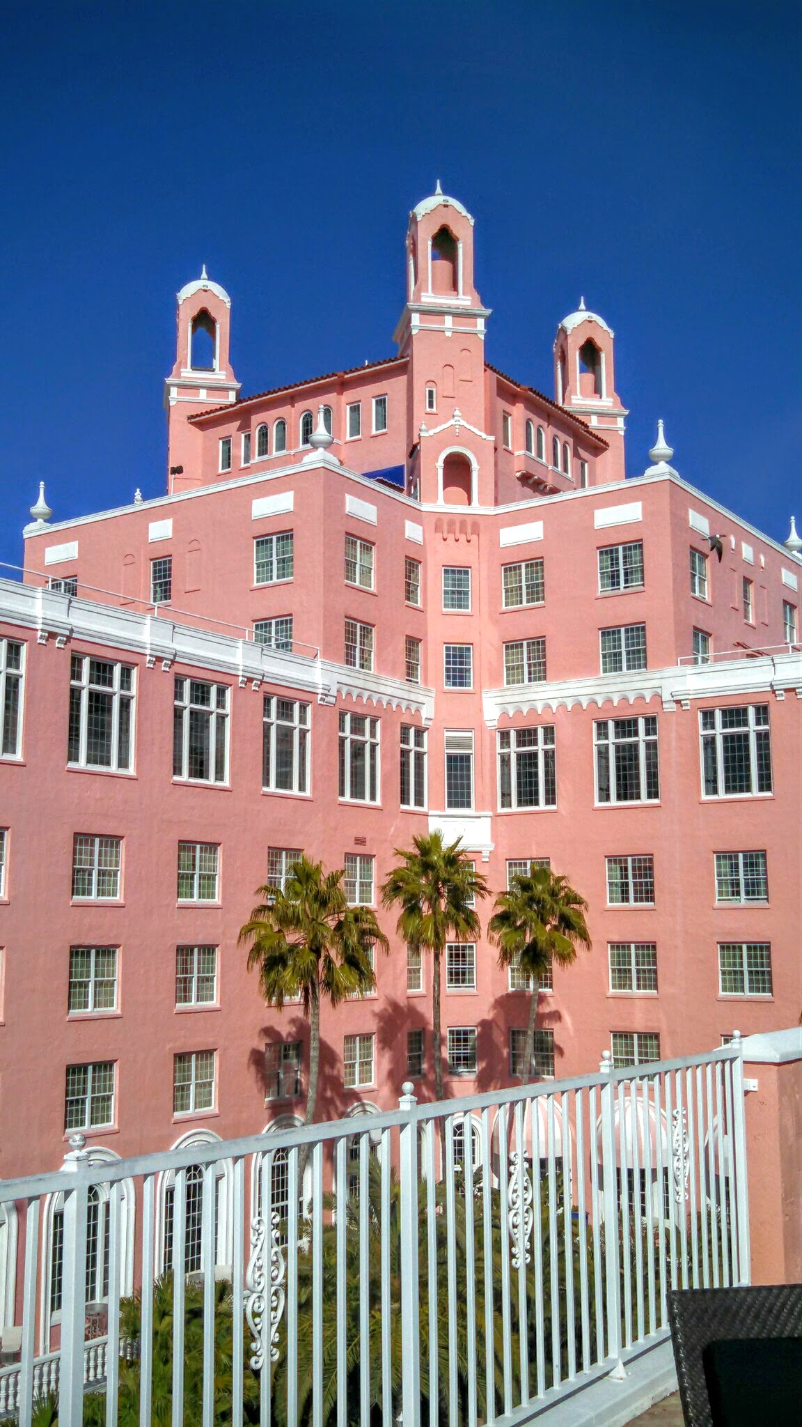 The Pink Palace Proposal | House Full of Summer - A romantic beach proposal at the Don CeSar on St. Pete Beach, Florida,  sand sculpture proposal, beach engagement, sunset proposal on the beach, pink building, palm beach style, wedding venue, the knot,