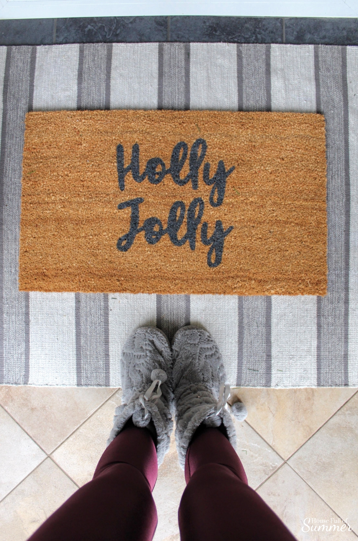 How to Decorate Your Front Porch for Christmas in a Warm Climate | Outdoor Christmas decor if you have warm weather! Florida style, desert Christmas decor, Christmas in the South, outdoor garland, greenery, balsamhill #housefullofsummer #balsamhill House Full of Summer door mat holly jolly