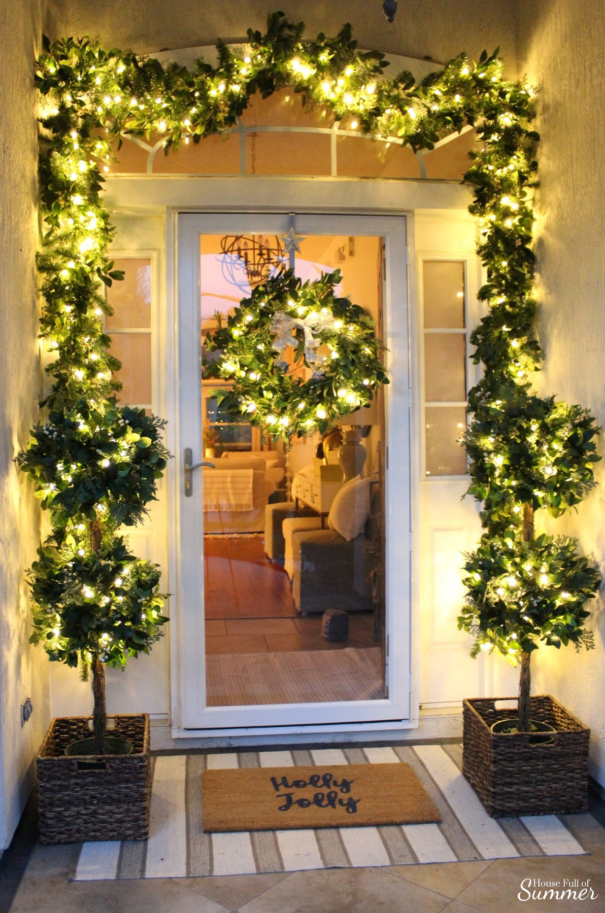 How to Decorate Your Front Porch for Christmas in a Warm Climate | Outdoor Christmas decor if you have warm weather! Florida style, desert Christmas decor, Christmas in the South, outdoor garland, greenery, balsamhill #housefullofsummer #balsamhill House Full of Summer