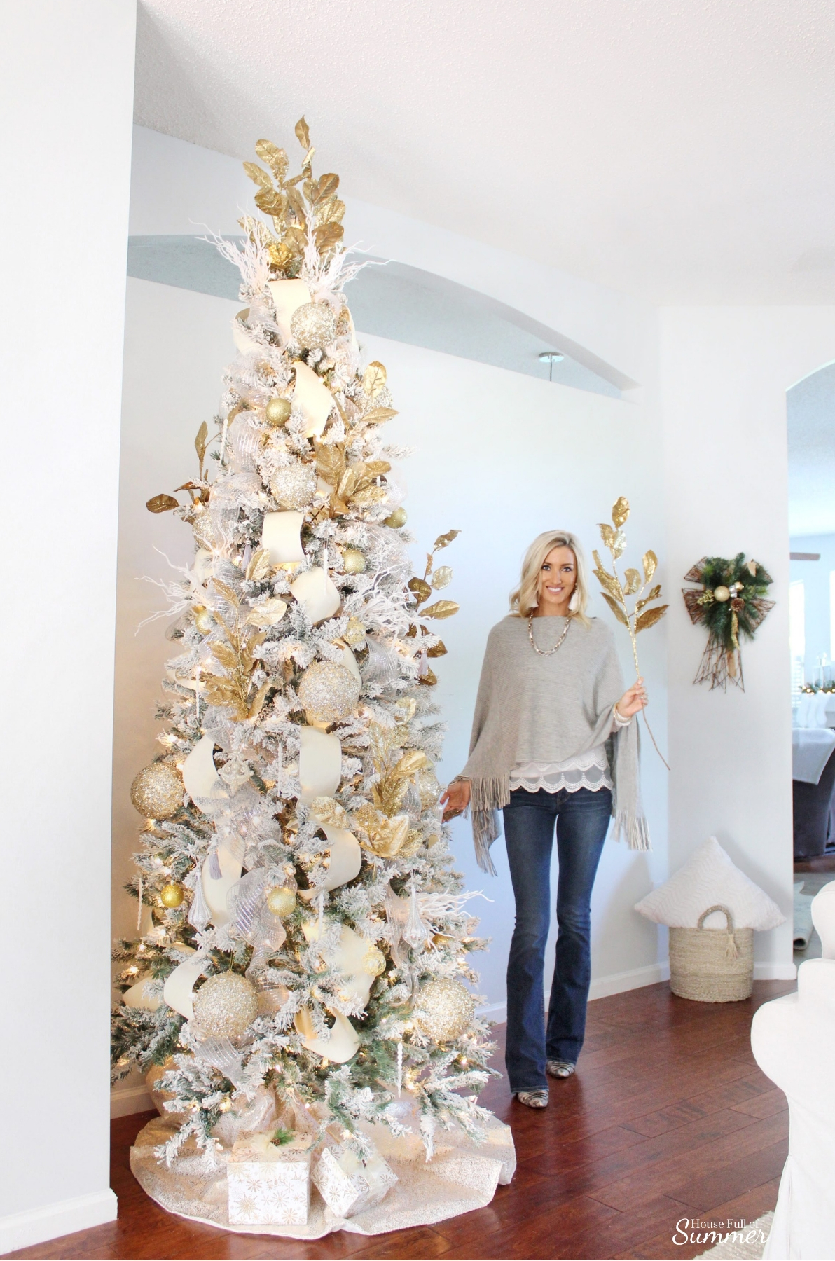 Southern Glam Christmas Decor | How to decorate your Christmas tree with Southern charm! Neutral