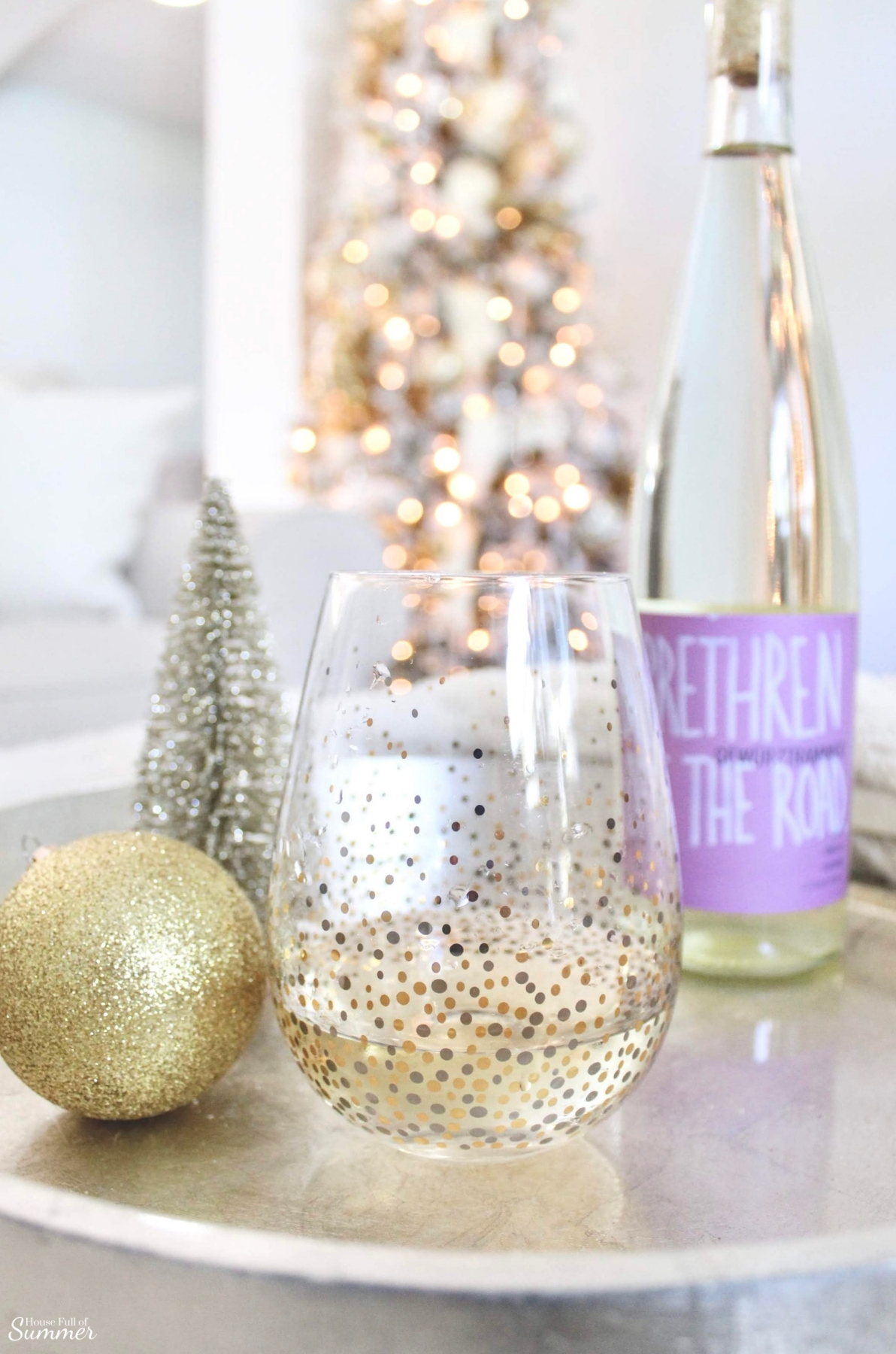 Have a Drink with Winc | Wine Tailored to Your Taste buds and Delivered to Your Front Door! Use some of your bottles to create darling hostess gift, Christmas gifts and more! wine subscription #wine #wino #barcart #christmasgiftideas gifts for her, gifts for him, Christmas party ideas #Winc