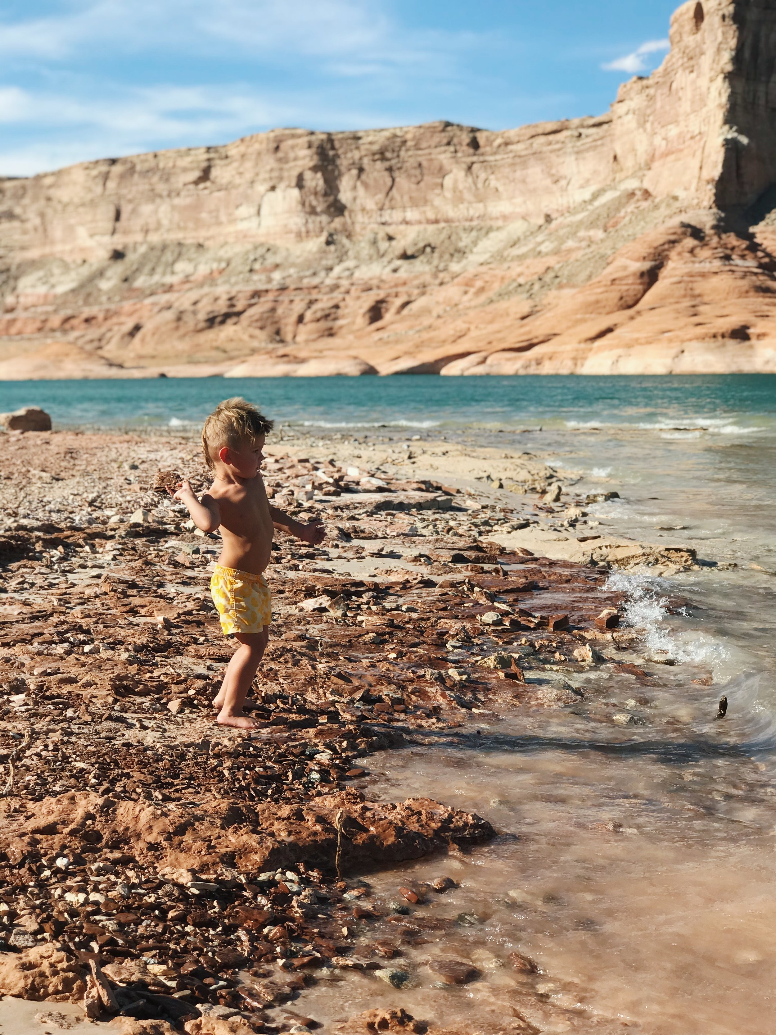 A Fantastic Lake Powell Vacation featured by popular Las Vegas travel bloggers, Life of a Sister