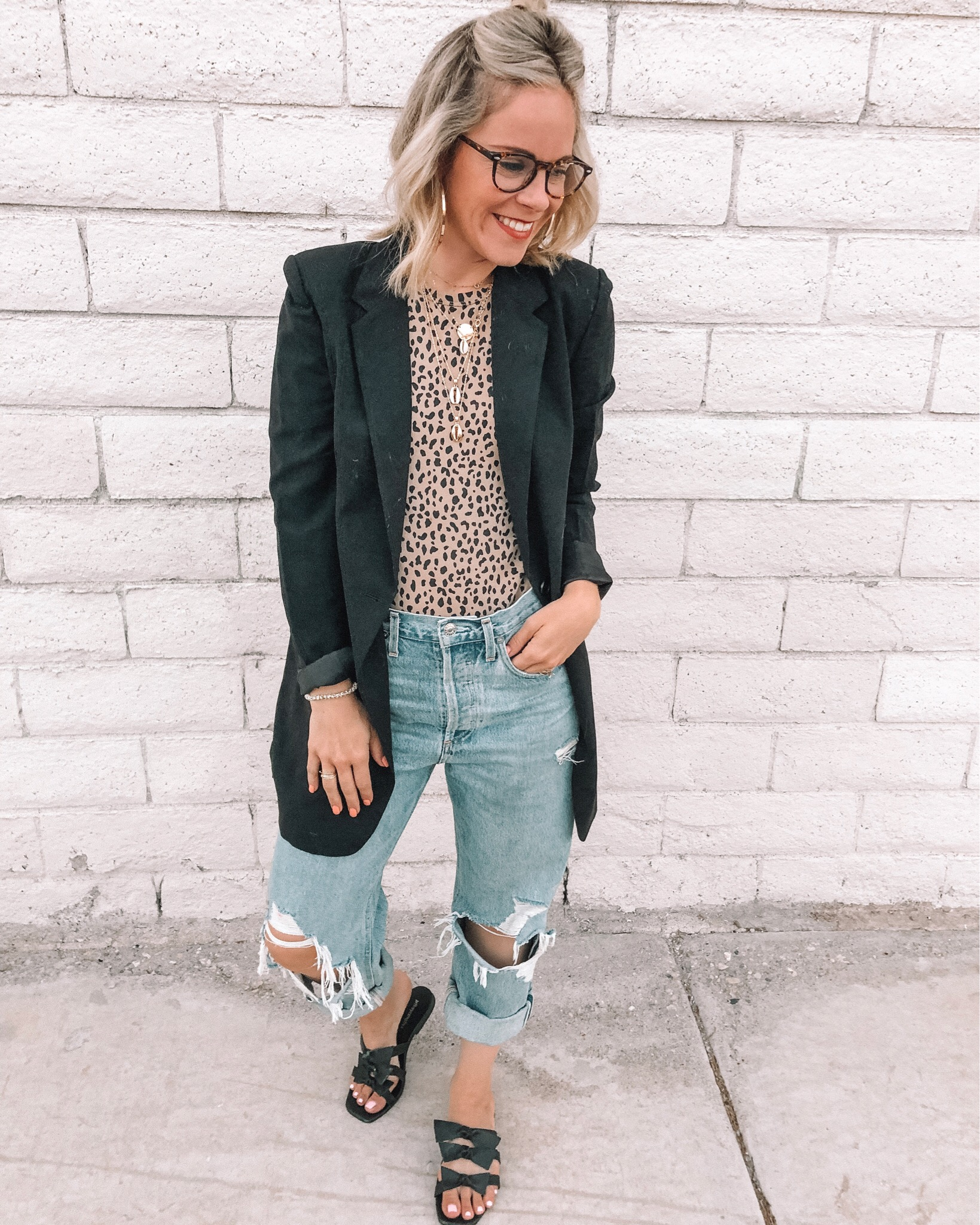 Denim trend featured by top US fashion blog, Life of a Sister: image of a woman wearing Agolde mid rise loose fit jeans