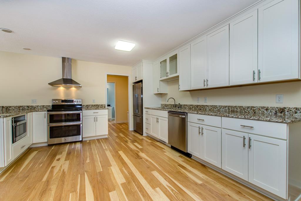Retreat Kitchen 3