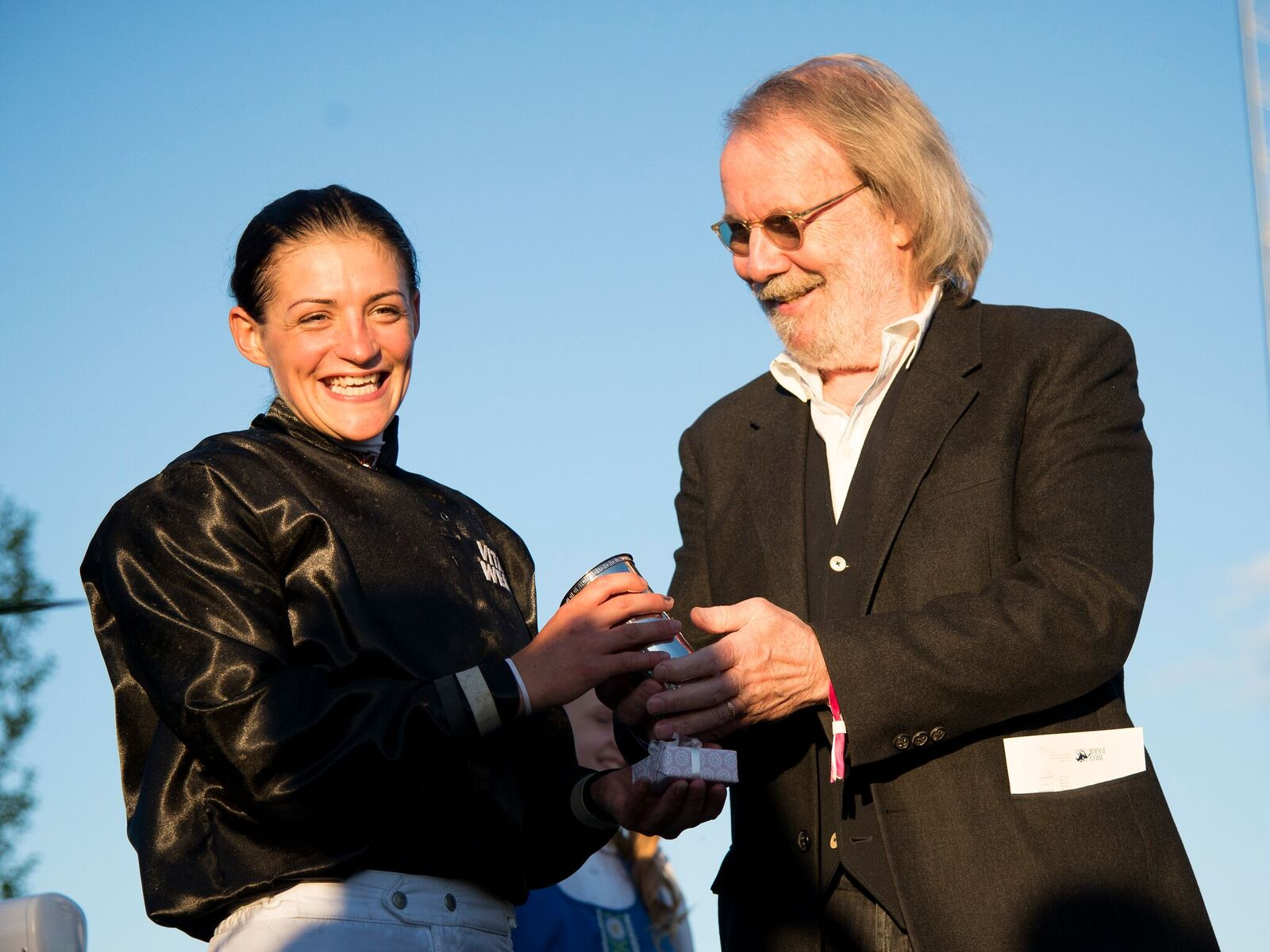 Winning rider Maryline Eon and competition sponsor Benny Andersson