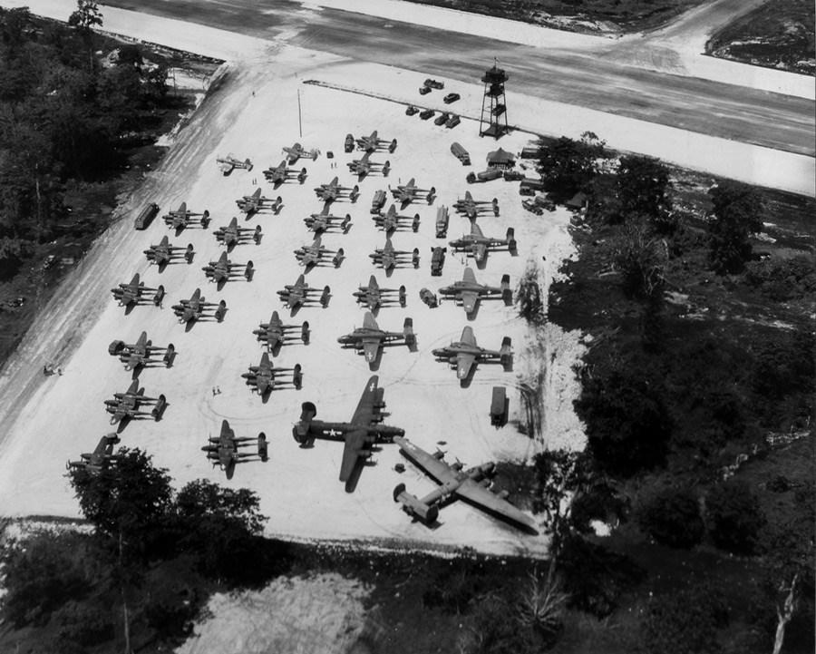 p-38s-b-24-b-25s-and-f4us-of-pakoa.jpg