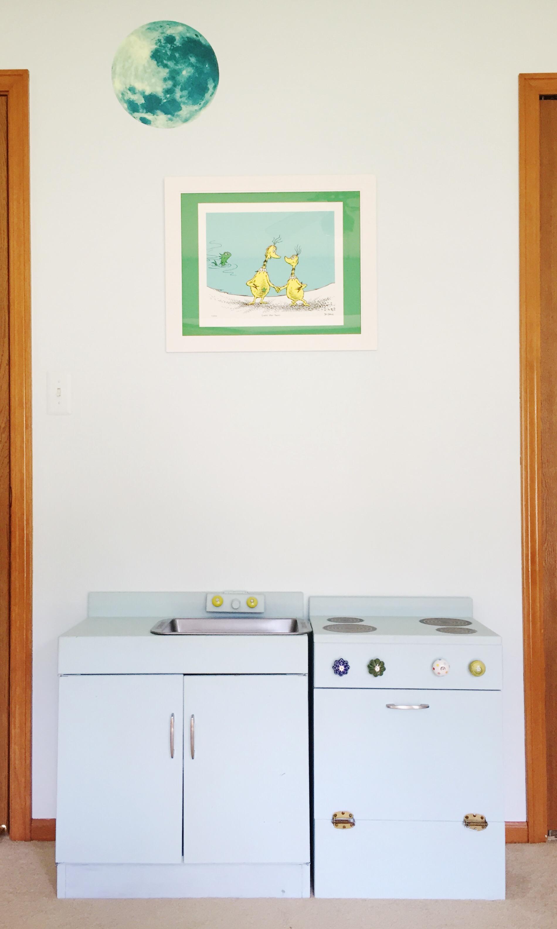 diy upcycled wood play kitchen.jpg
