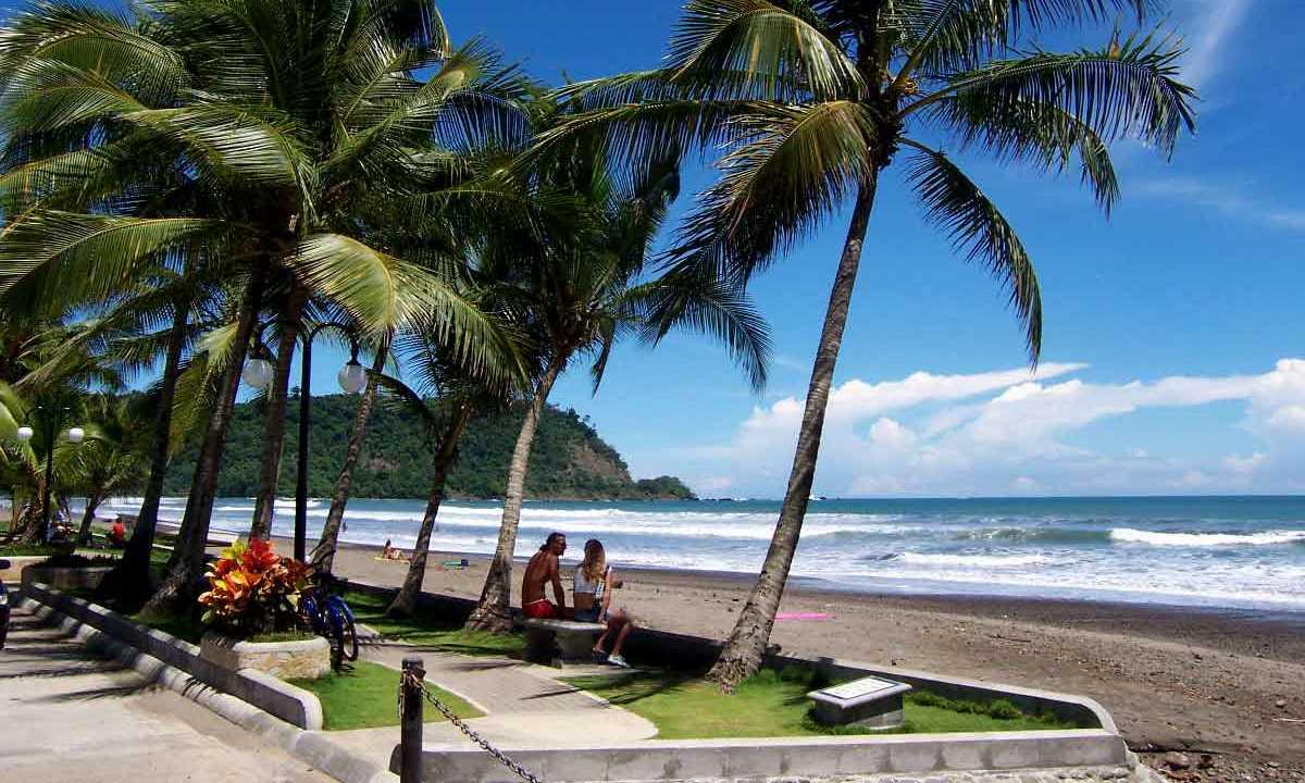 boluevard playa Jaco.jpg