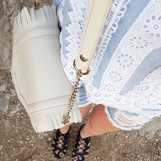 We are preparing for summer, and you?⠀ .⠀ .⠀ .⠀ #dailystyle #summerideas #summerstyle #whitebags #whitebag #leatherbags #feltandleather #fashionistastyle #whattowear #fashionideas #ootdsideas #ootdfashion #instafashion #instastyle⠀