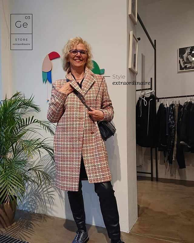 She's got the look 😍 and looks perfect in that @artisan_acby coat !  #weloveourcustomers #Ge03 #lestyle #ootd #storeextraordinaire #nichecosmetics #artisangoods #objetstrouvés #beaute #lovethelook #highfashion #lifestyle #beauty #nichefragance #nicheproducts #conceptstore #berlin #extraordinaire #design #create #artisan #art #vscocam #picoftheday #instaphoto #instamood #instagood #instadaily