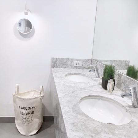 minimaluxe bathroom.jpg