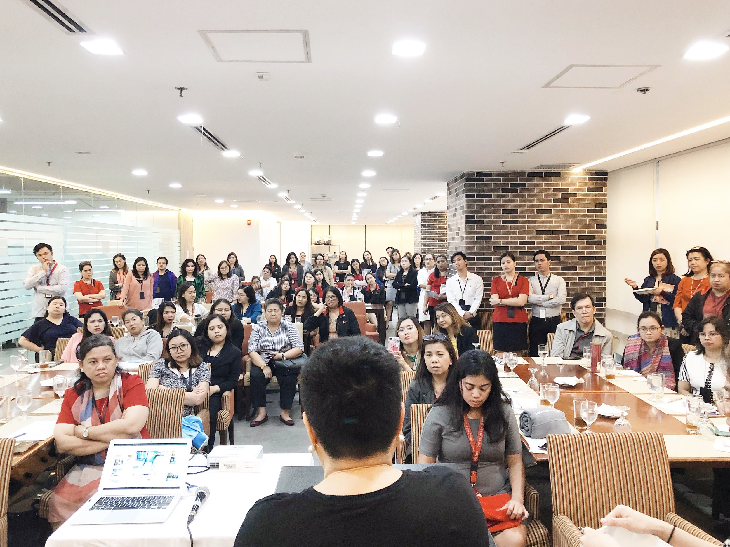 The attendees gathered around DMNL Founder Ayessa Bautista during live demonstration