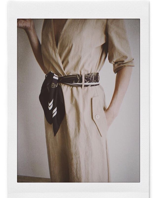 Look of the day | all beige everything + Aenēis Botanical illusion silk scarf worn as a belt | Shop it now online on our website • #aeneisparis #ootdmagazine #styleinspo #silkscarf #parisianstyle #minimalstreetstyle