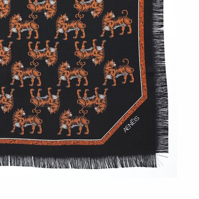 Monday morning with a detail of the tigers mirage hand fringed silk scarf in black |  Today is also the last day of our SS20 trade show in Paris ✨| Aenēis booth K03bis, Carousell du Louvre, Paris @tranoi_show  #pfw #aeneisparis #parisianstyle #designedinparis