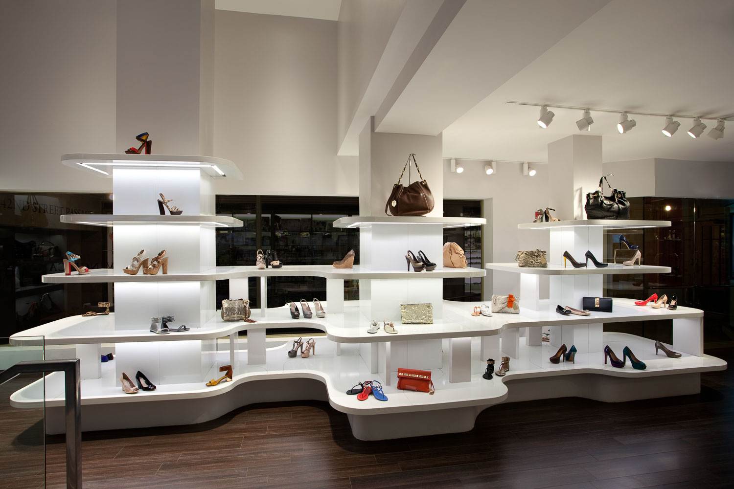 Vince Camuto Grand Central Terminal Retail Store Design 06.jpg