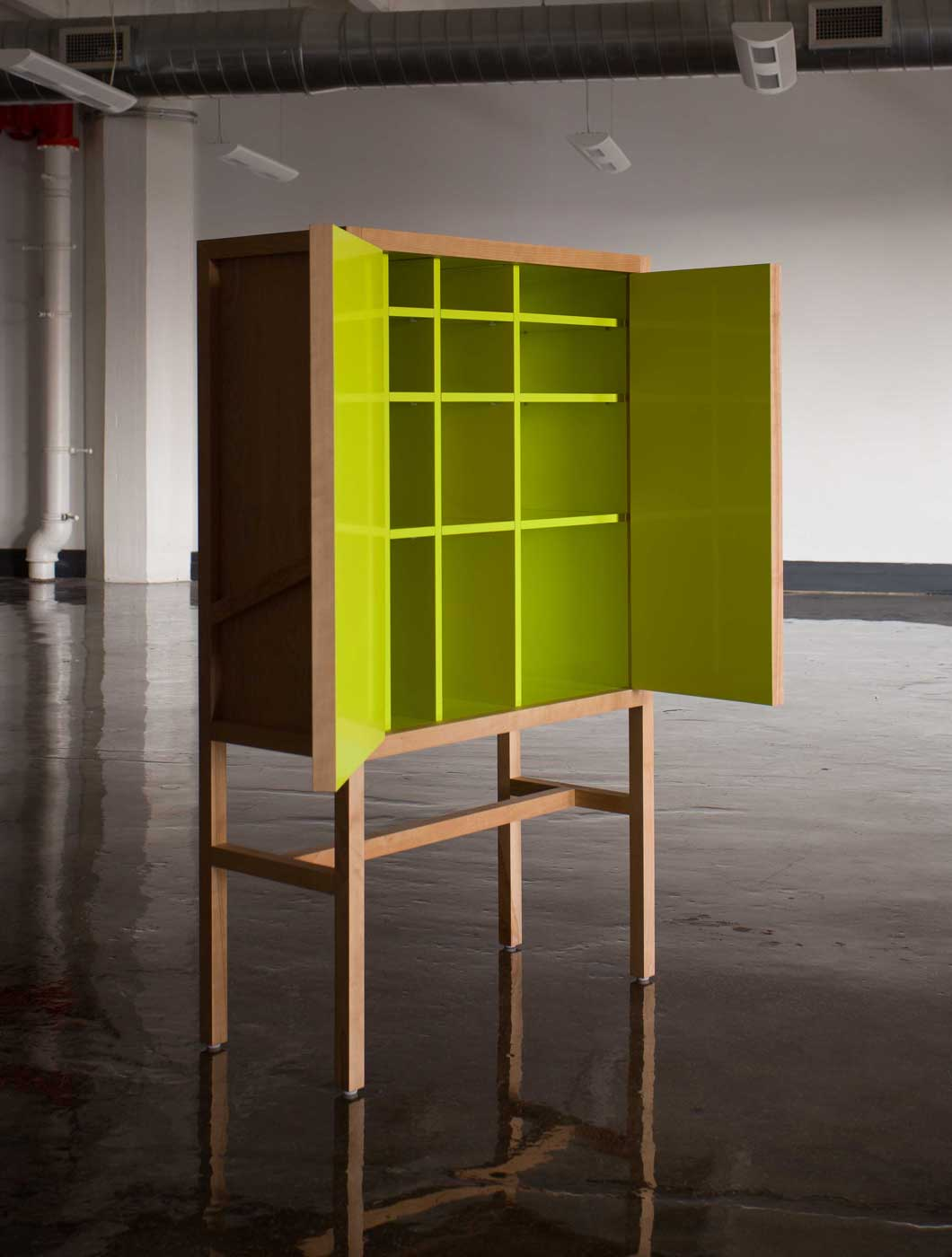 Lungo Bar Cabinet, Front