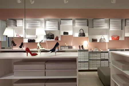 Vince Camuto Outlet       Retail Store Design