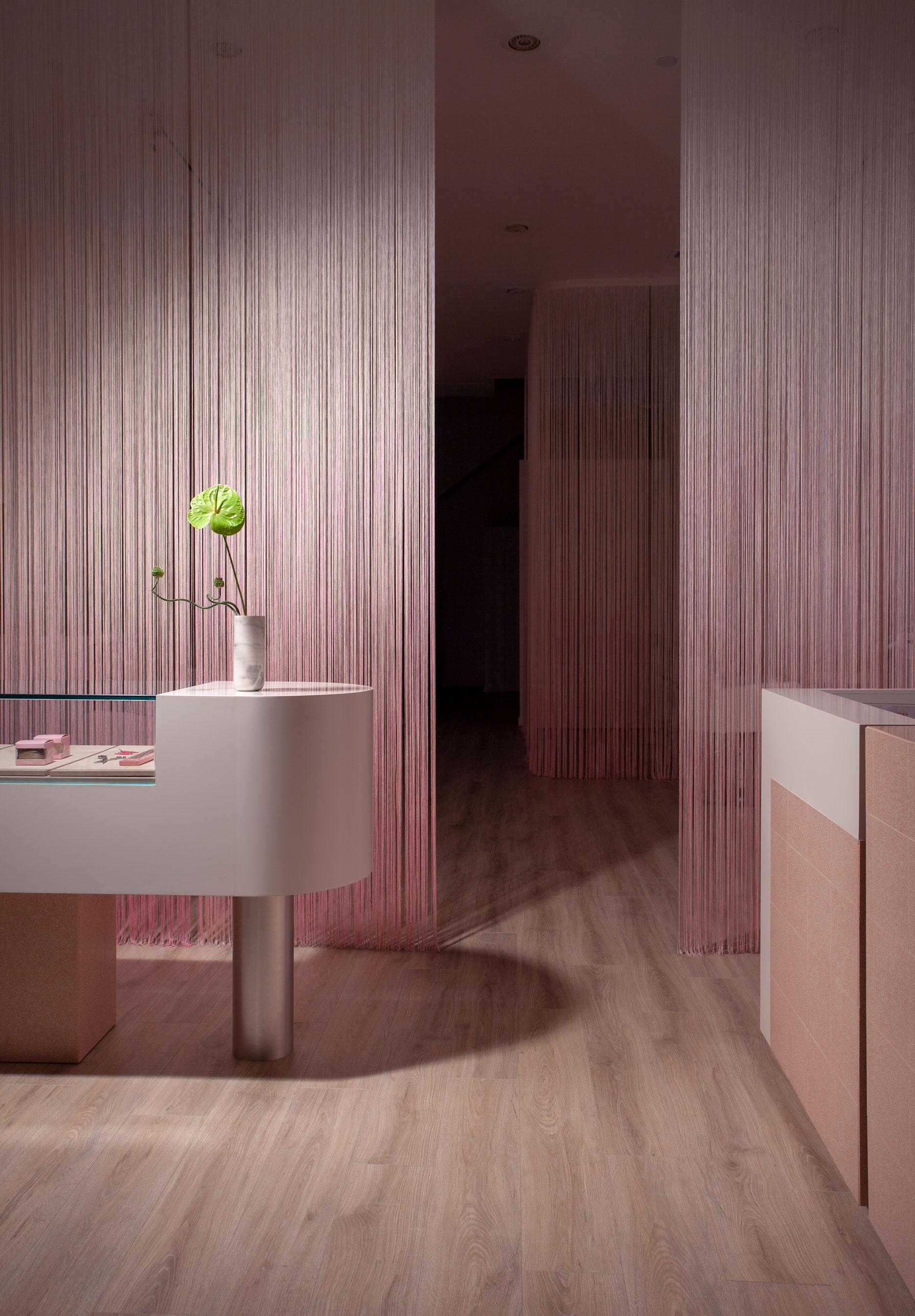 Glam Seamless Hair Salon Design