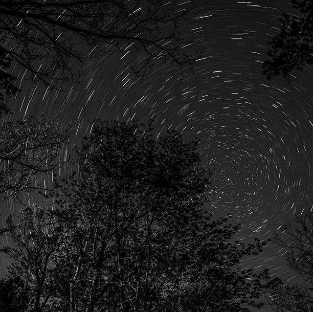 I have loved the stars too fondly to be fearful of the darkness night. Aiment les ténèbres de la nuit. Trouver une relaxation de confort dans l'obscurité. Les étoiles, les silhouettes, l'arbre, la lune, le bruit silencieux, la nuit, ciel bleu sont envoûtante parfaitement et magnifiquement 🌑🌙💫✨♥️ . . . . . . . . . . . . #photographylife #karinakusdinar #naturelover #naturephotography #blackandwhite #noir #black #wordsofencouragement #currentmood #positiveenergy #heartbeat #universe #naturelovers #feelings #lifeisgood #melbourneskyline #stars #skyline #melbournelife #shootingstars #magical #lifestyle #positivity #liveauthentic #longexposure #nightphotography #visualsoflife #melbourneiloveyou #lastnight