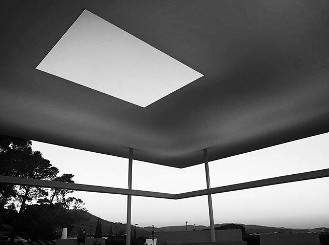 """It was important that people come to value light as we value gold, silver, paintings, objects."" -James Turrell . . . . . . . #karinakusdinar #photographylife #artgallery #tasmania #art_we_inspire #artnerd #jamesturrell #artdeco #artwork #architecture #skyscape #interiordesign #words #quotestoliveby #wordofwisdom #wordstoliveby #noir #blanc #blackandwhite #blackandwhitephotography #melbournelife #artlife #traveldiary #light #positivevibes #naturallight #sunlight #silhouette #artexhibition #installation"