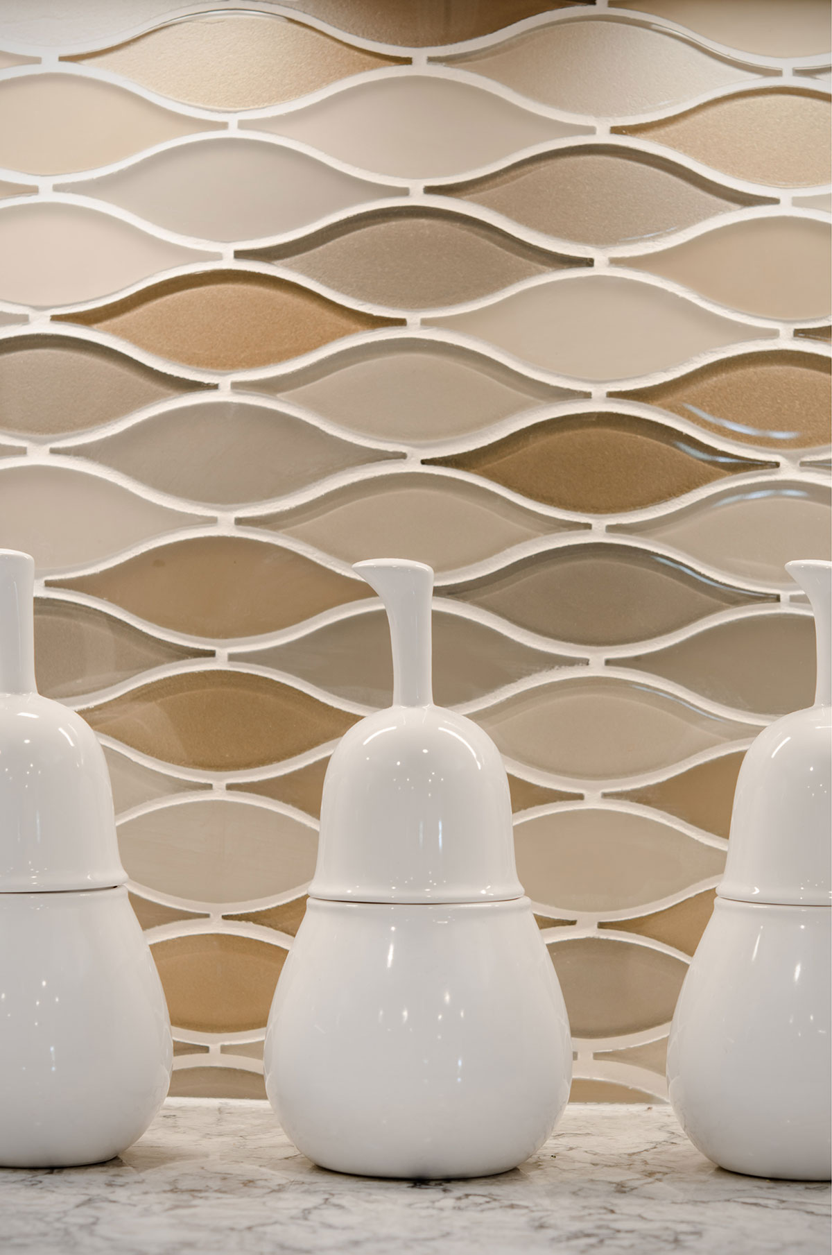 Braintree, MA custom glass backsplash by Susan Curtis Interiors