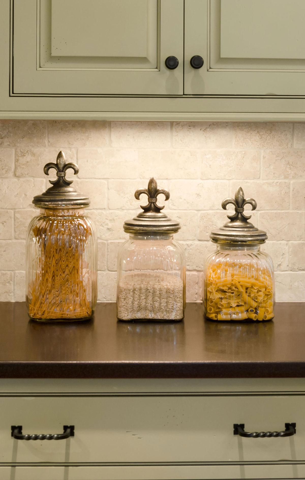 Duxbury, MA kitchen interior by Susan Curtis Interiors