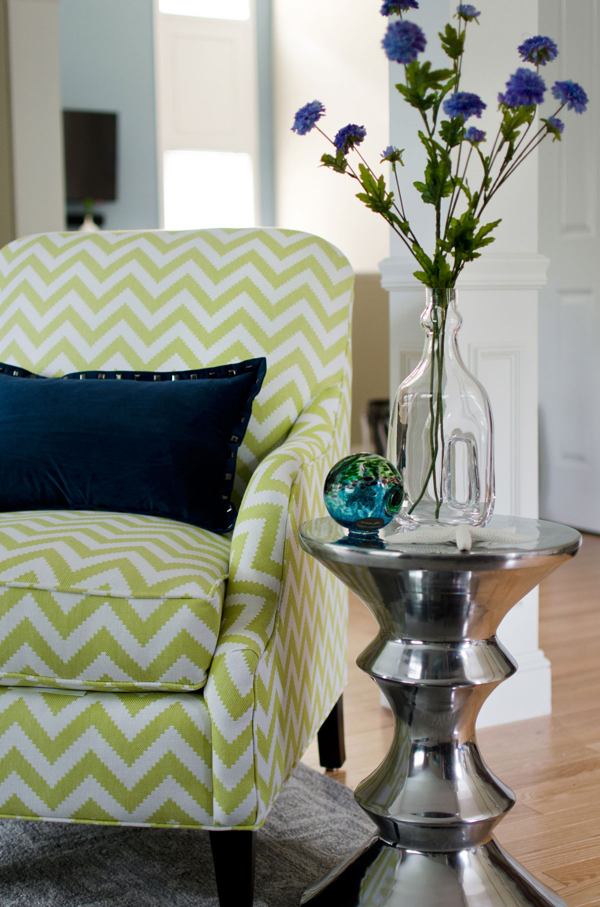 Plymouth, MA living room interior desing by Susan Curtis Interiors