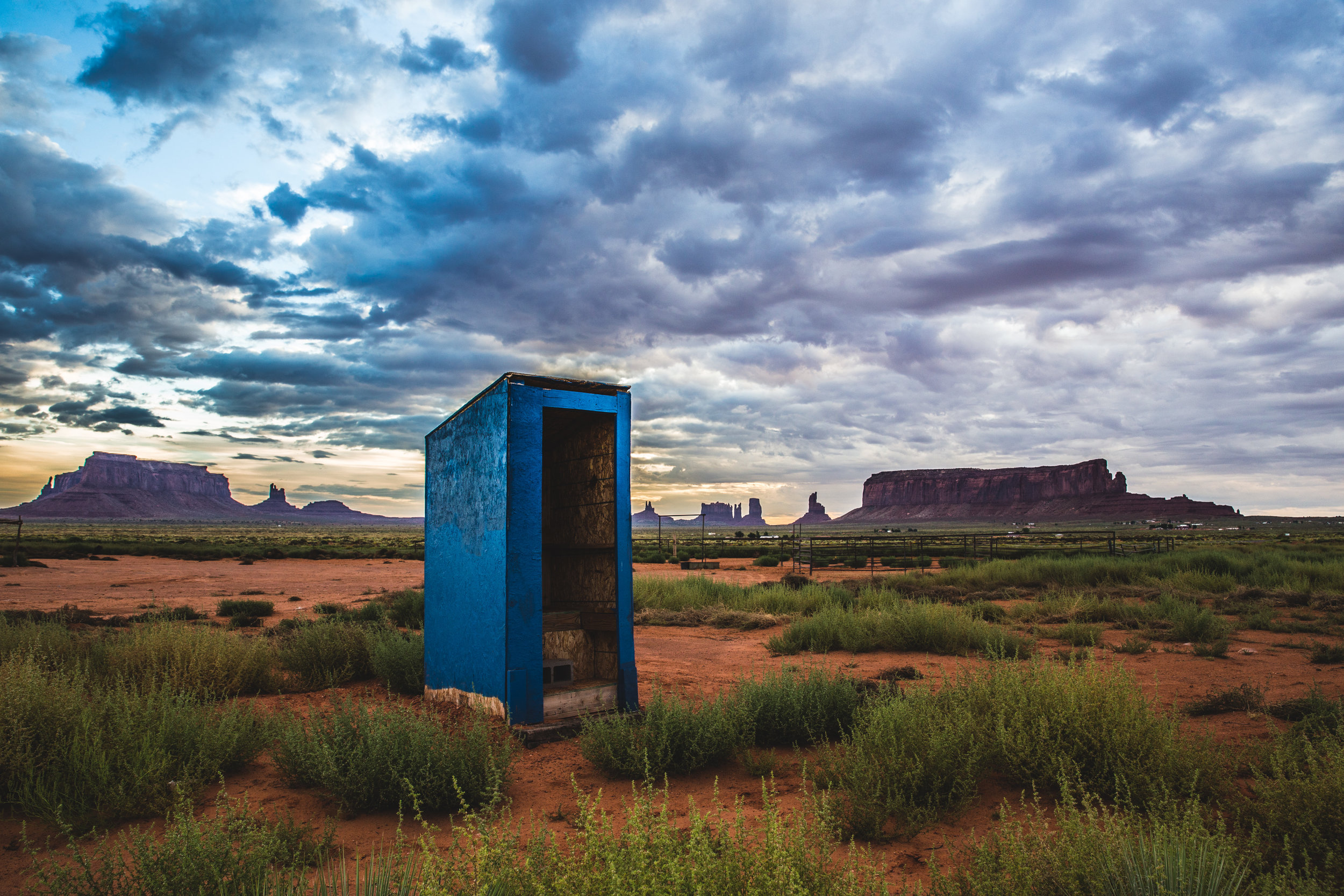 Just outside of Monument Valley. This toilet was spicy, it had no door, which was actually kind of nice, but the craftsmanship left something to be desired…also...no toilet paper. RATING: ★★☆☆☆