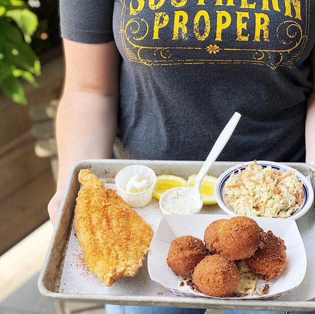 Fridays are traditionally the night for a good fish fry, we know; but with weather like this you'll forgive us forgetting the day of the week! ☀️☀️Callabash-style catfish, hush puppies, coleslaw, tartar sauce, cold beer, AC—you could do worse!! Dinner at 5! 🐈 + 🐟 👌
