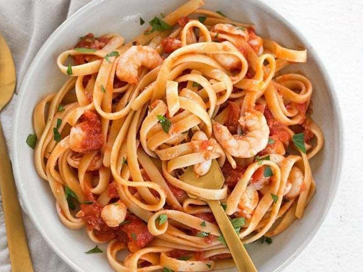 Spicy-Seafood-Fettuccine-fork-twirl-1.jpg
