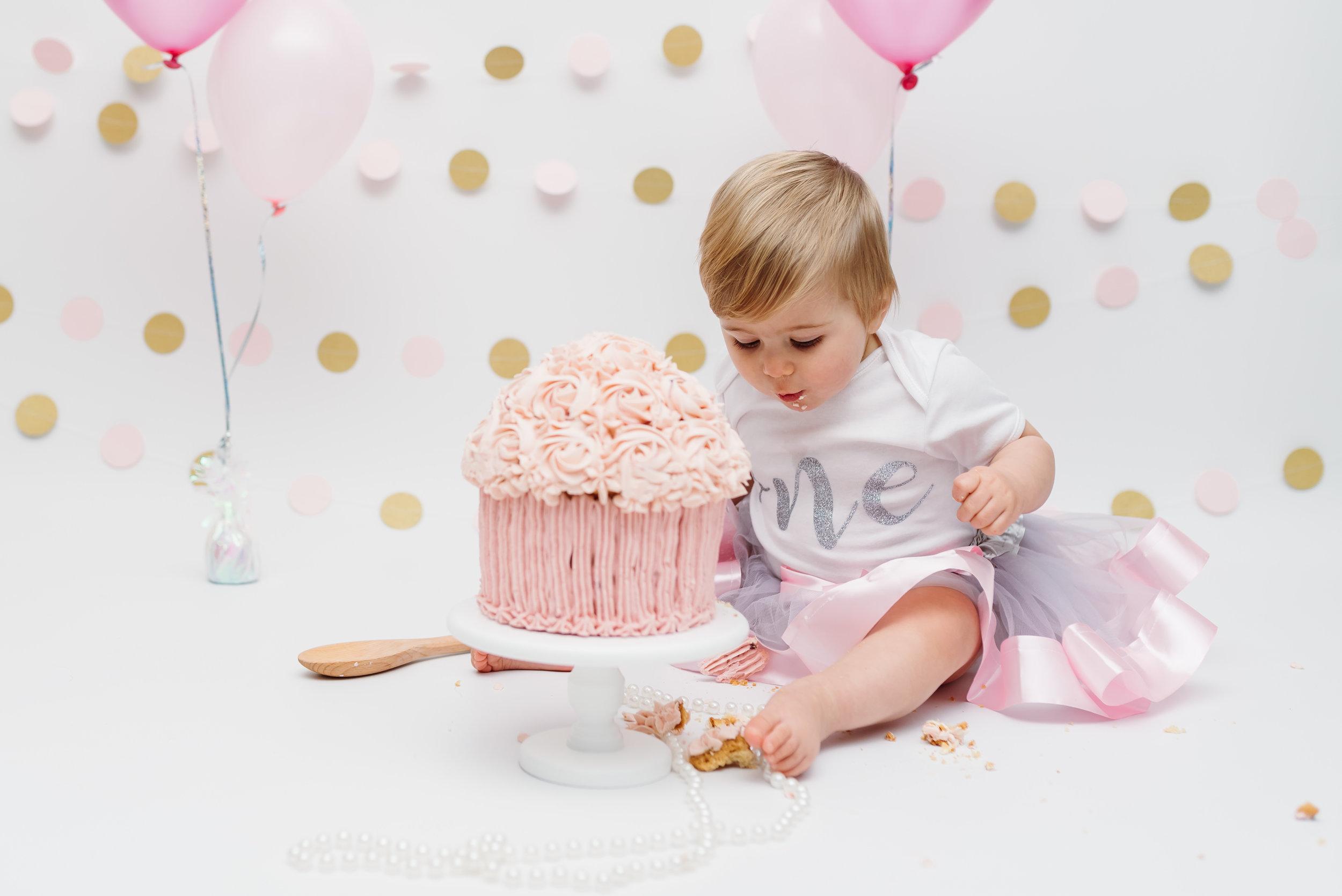 Birthday girl - cake smash and splash