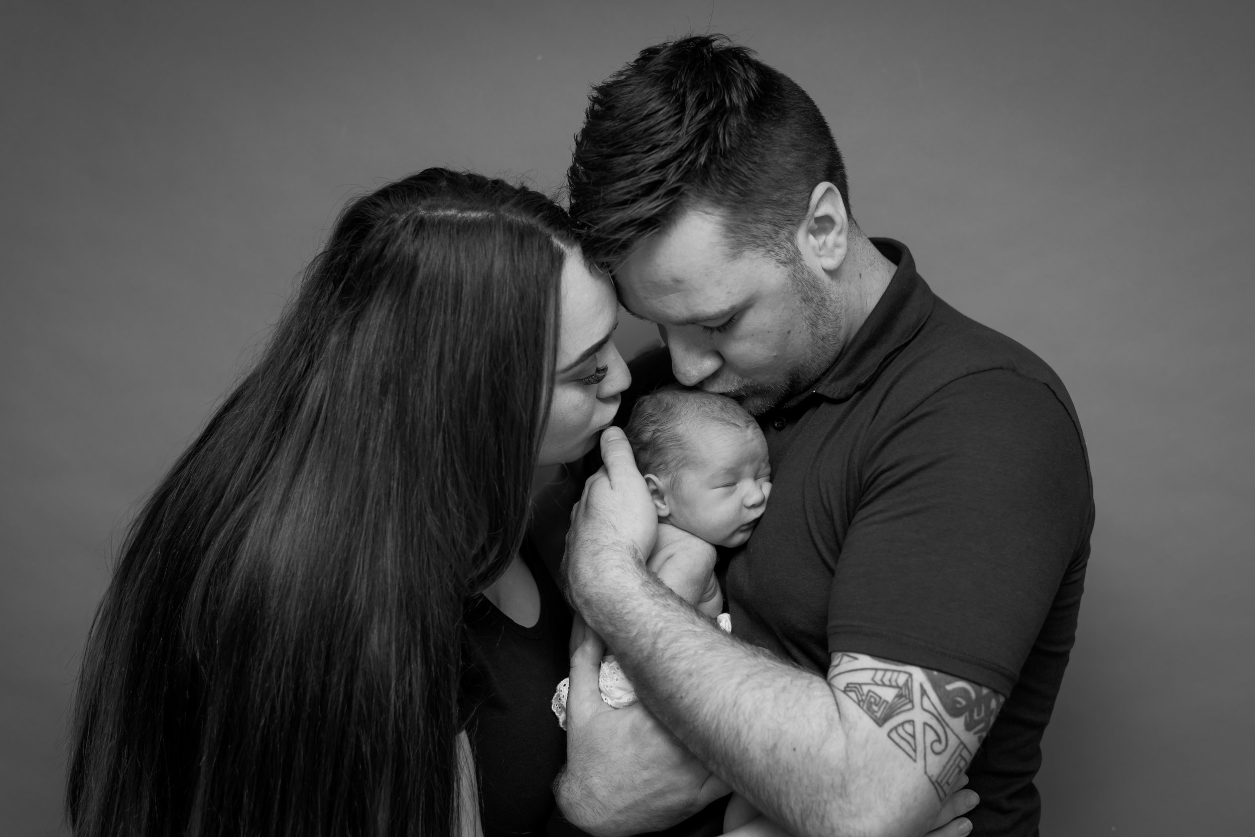 Newborn kisses with parents - ribble valley