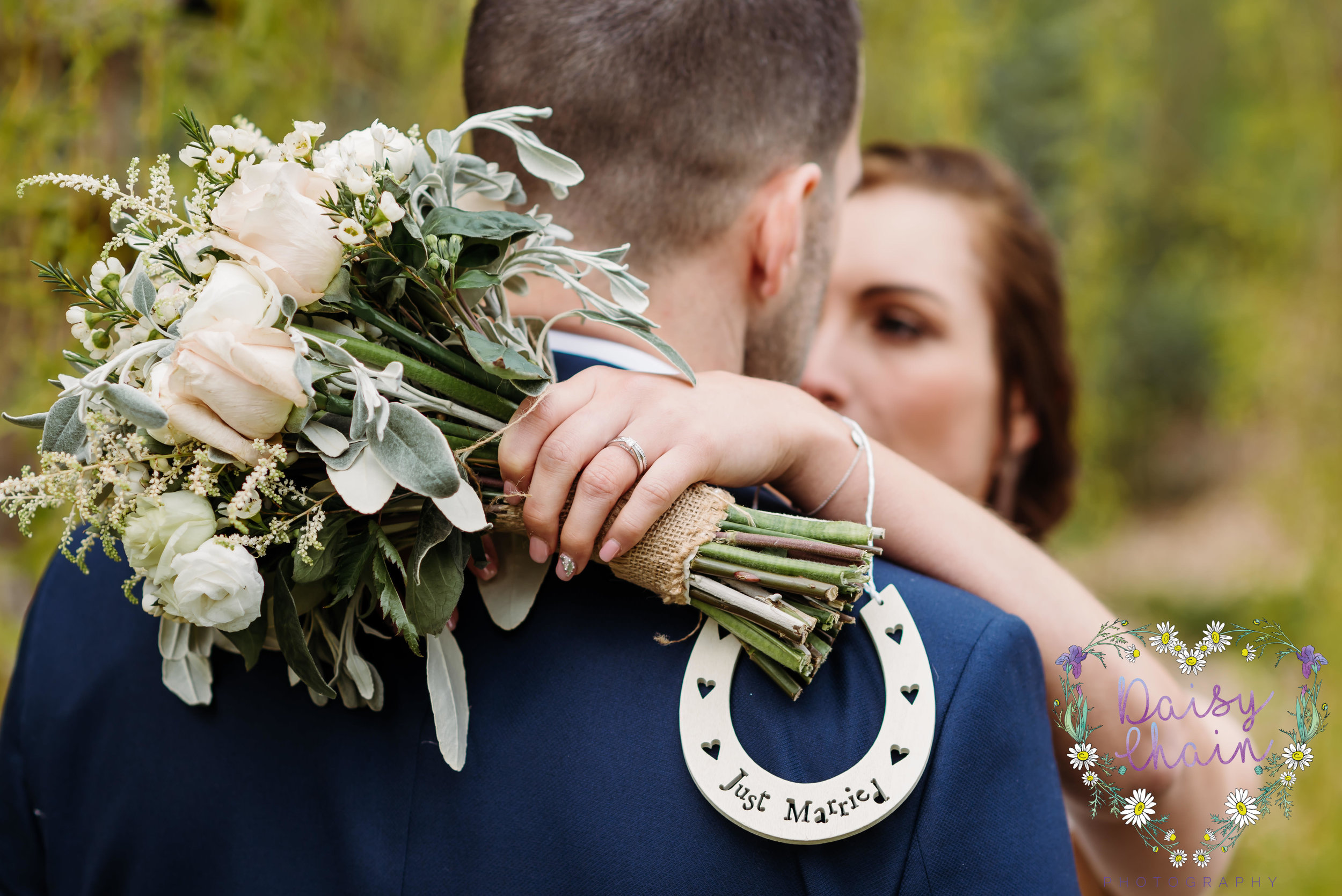 wedding horse shoe and flowers